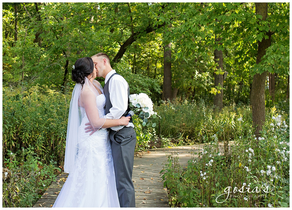 Gosias-Photography-wedding-photographer-Appleton-Kaukauna-ceremony-reception-Darboy-Club-_0020.jpg