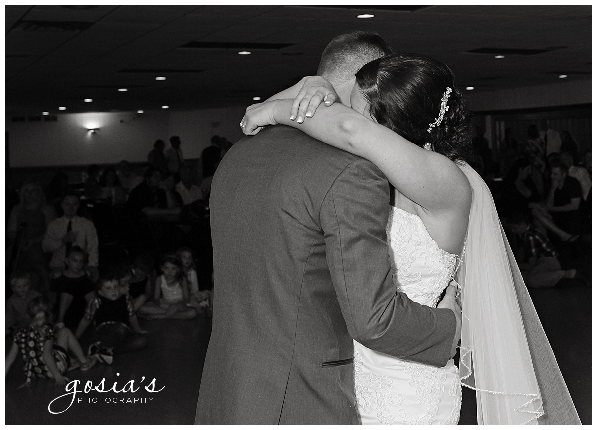 Gosias-Photography-wedding-photographer-Appleton-Kaukauna-ceremony-reception-Darboy-Club-_0027.jpg