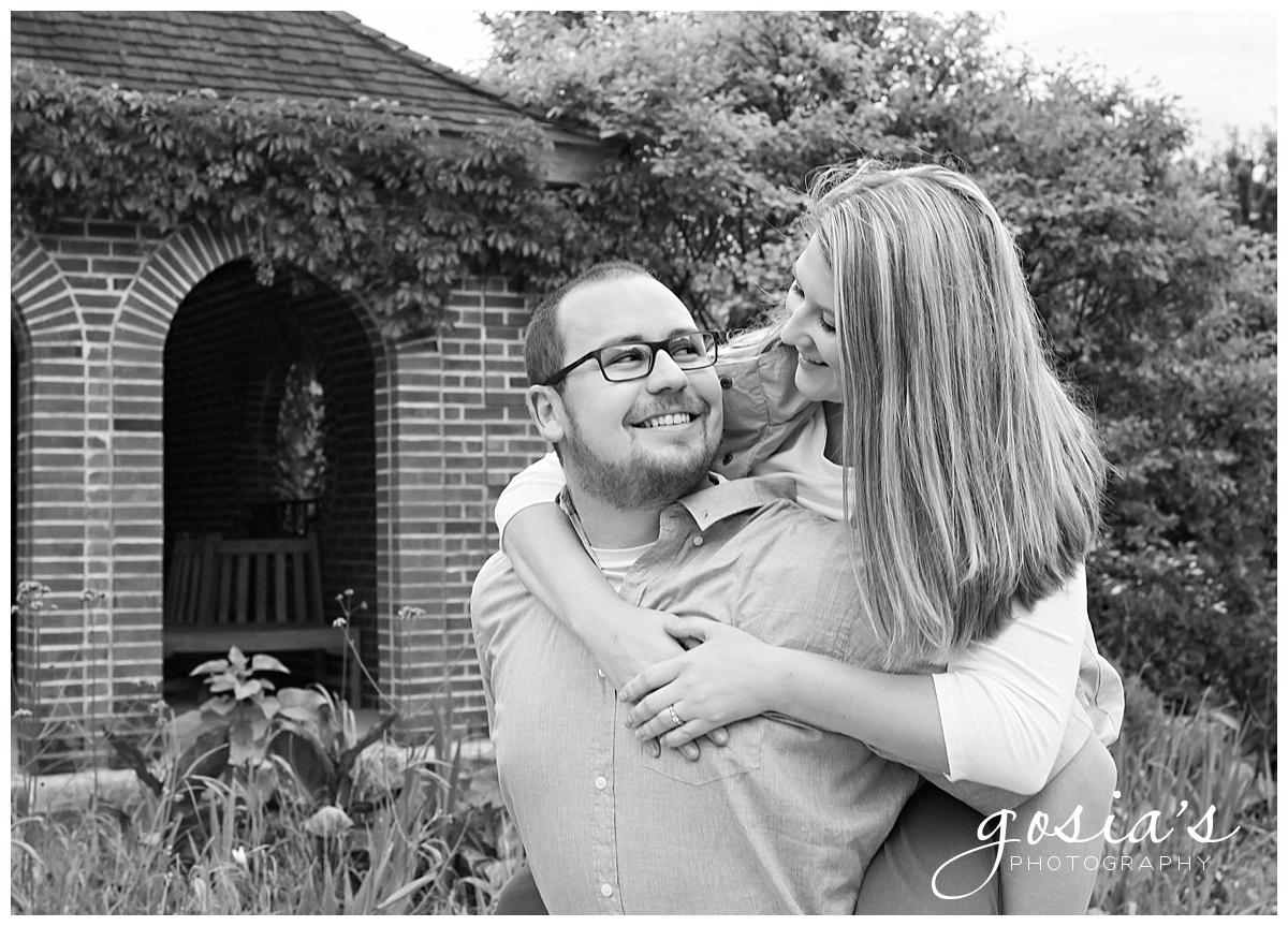 Gosias-Photography-Appleton-wedding-photographer-fall-engagement-session-Green-Bay-Botanical-Gardens-GBBG-_0008.jpg