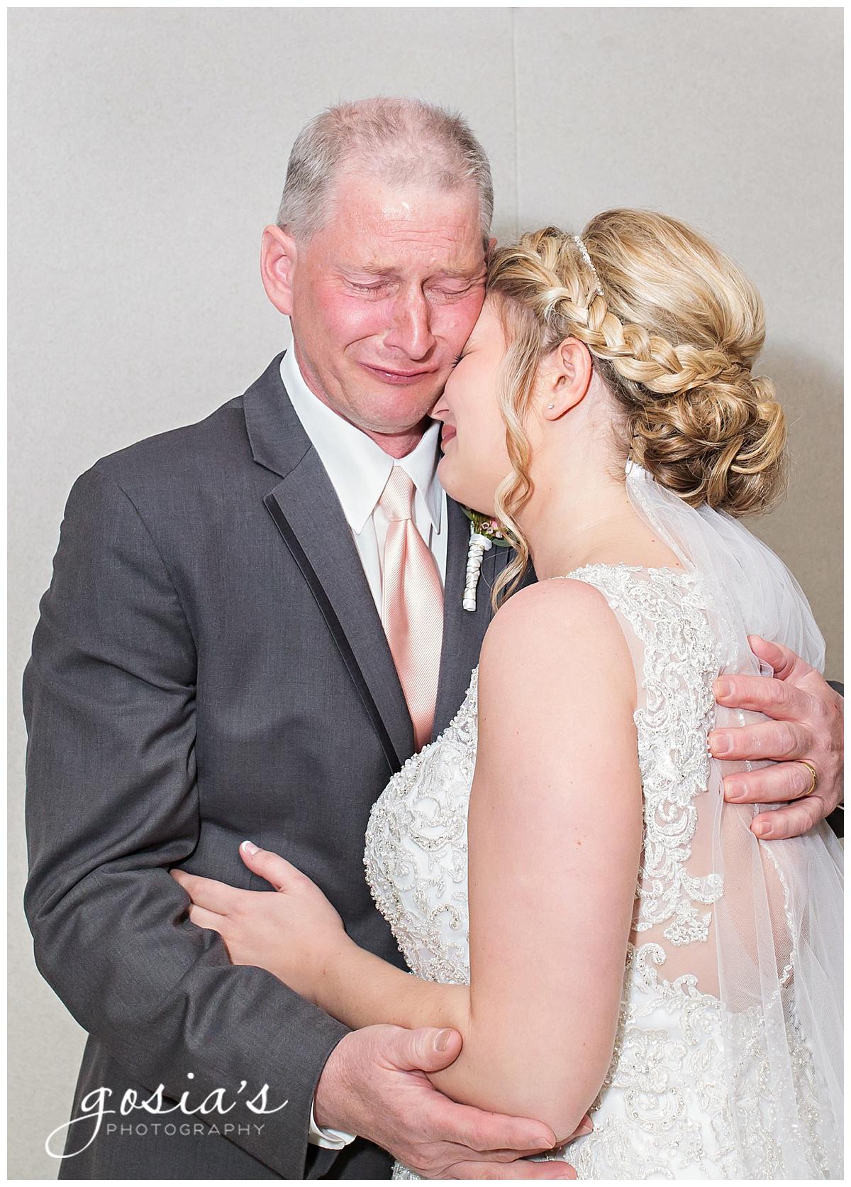 Gosias-Photography-Appleton-wedding-photographer-Fond-du-Lac-ceremony-Holiday-Inn-reception-Shelby-Ryan-_0007.jpg