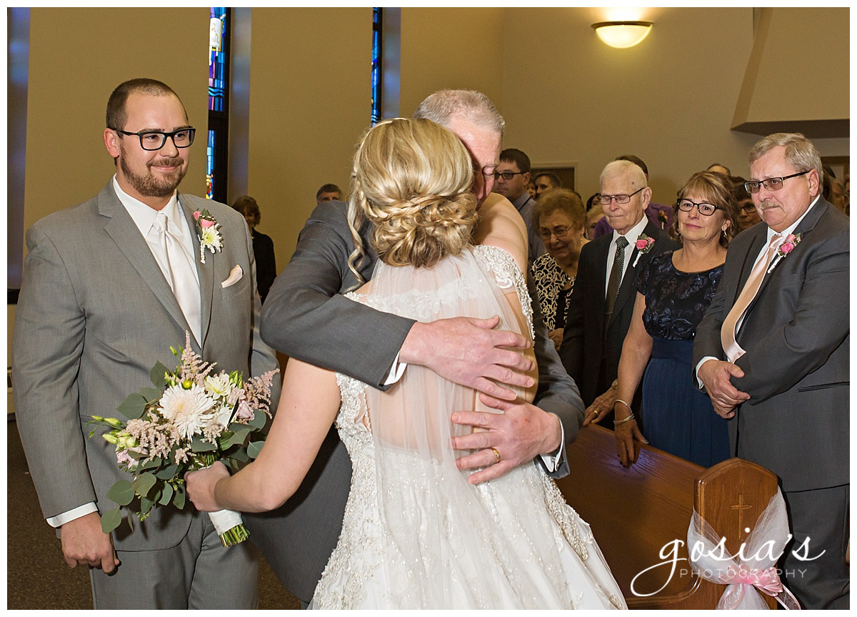 Gosias-Photography-Appleton-wedding-photographer-Fond-du-Lac-ceremony-Holiday-Inn-reception-Shelby-Ryan-_0010.jpg