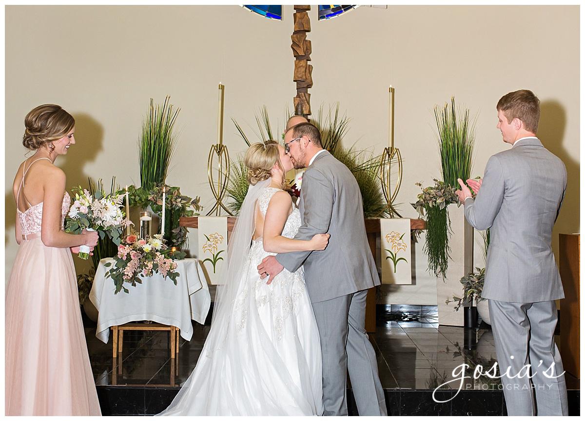 Gosias-Photography-Appleton-wedding-photographer-Fond-du-Lac-ceremony-Holiday-Inn-reception-Shelby-Ryan-_0013.jpg