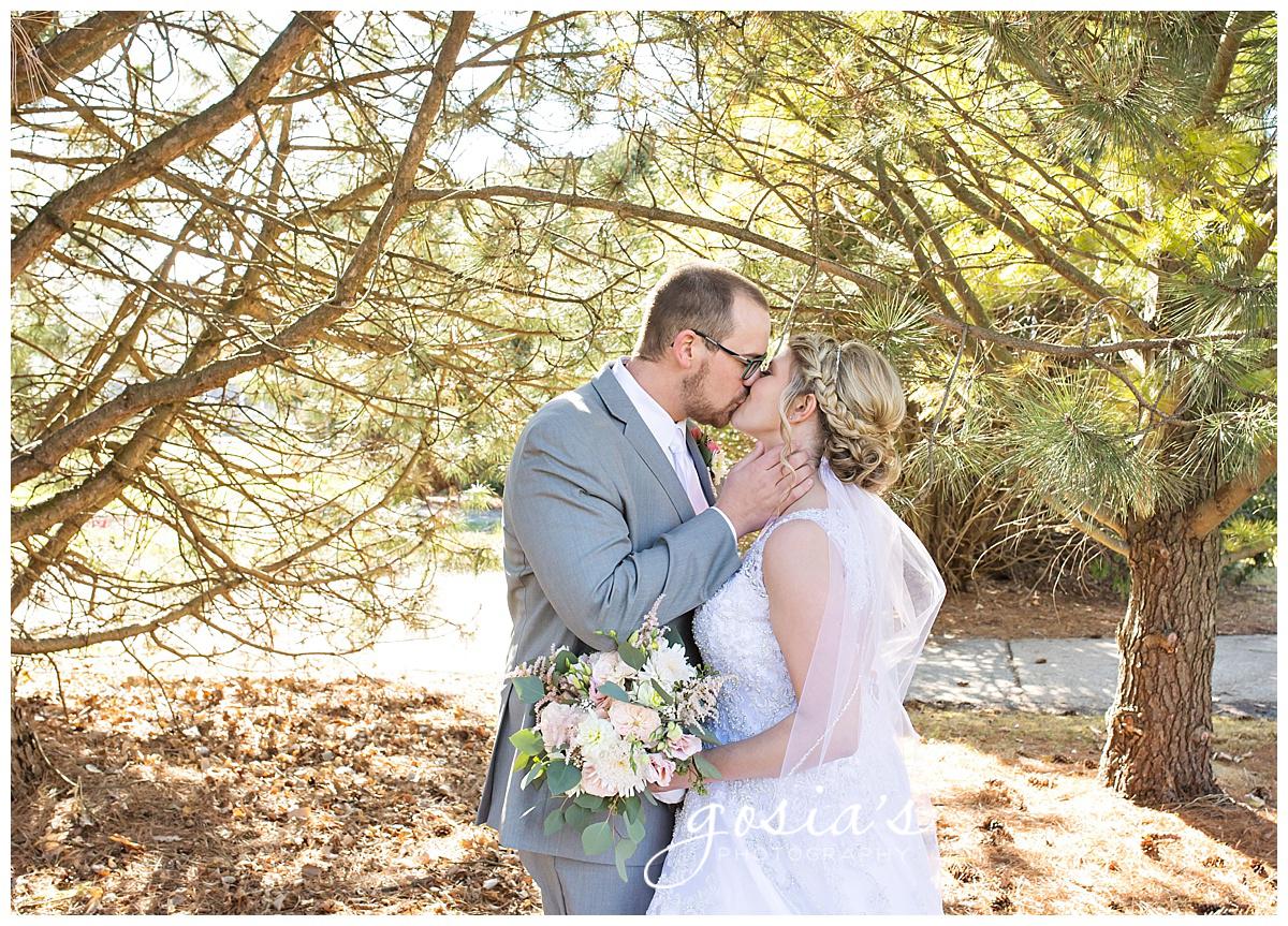 Gosias-Photography-Appleton-wedding-photographer-Fond-du-Lac-ceremony-Holiday-Inn-reception-Shelby-Ryan-_0021.jpg