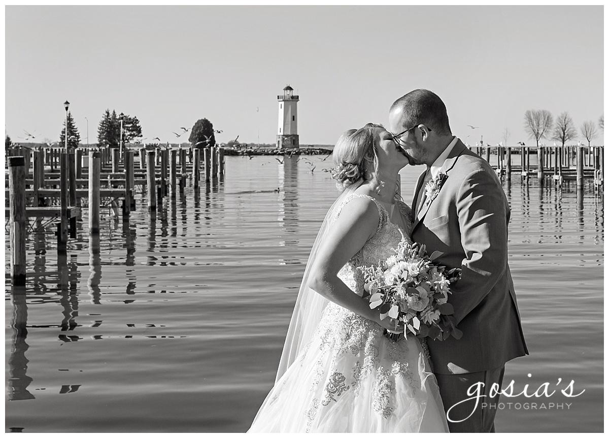 Gosias-Photography-Appleton-wedding-photographer-Fond-du-Lac-ceremony-Holiday-Inn-reception-Shelby-Ryan-_0029.jpg