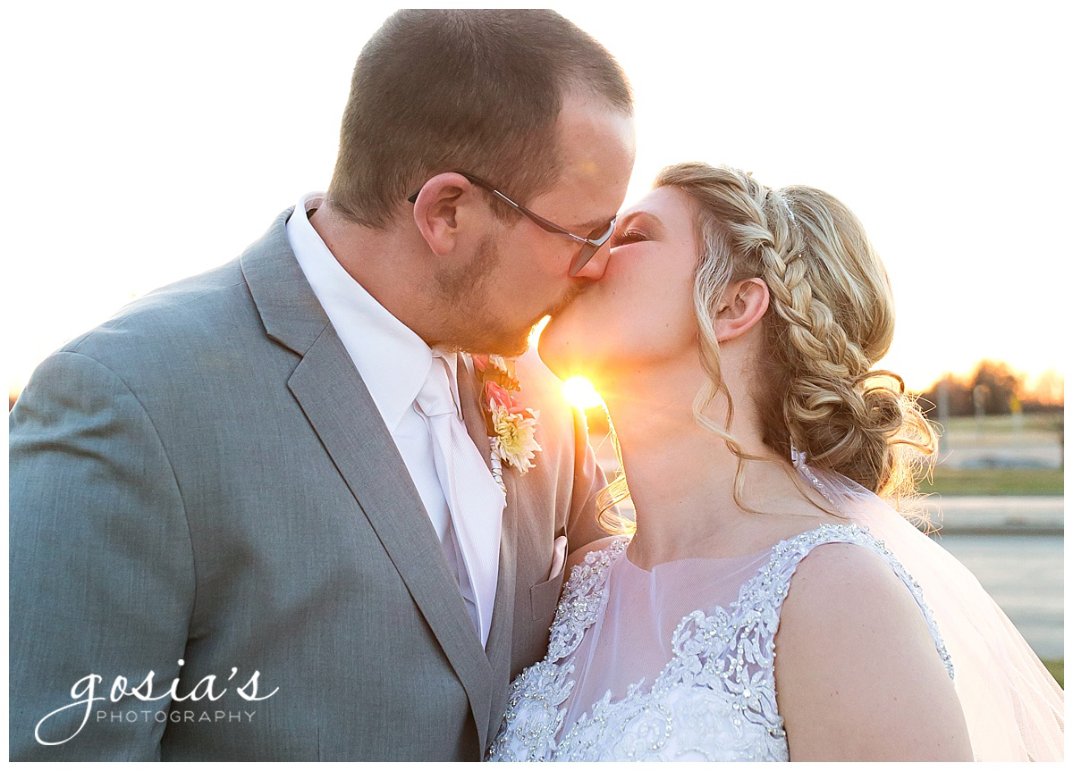 Gosias-Photography-Appleton-wedding-photographer-Fond-du-Lac-ceremony-Holiday-Inn-reception-Shelby-Ryan-_0032.jpg
