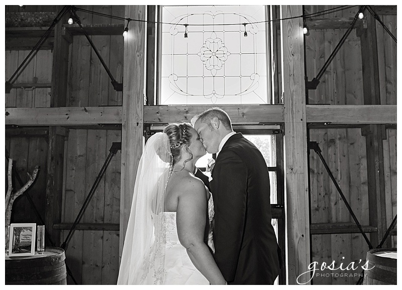 Lisa&Nick-Appleton-wedding-photographer-Gosias-Photography-trybas-simply-country-barn-_0014.jpg