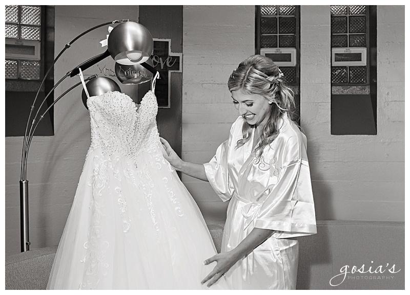 Appleton-wedding-photographer-Gosias-Photography-Milwaukee-ceremony-reception-Marcus-Performing-Arts-Center-_0005.jpg