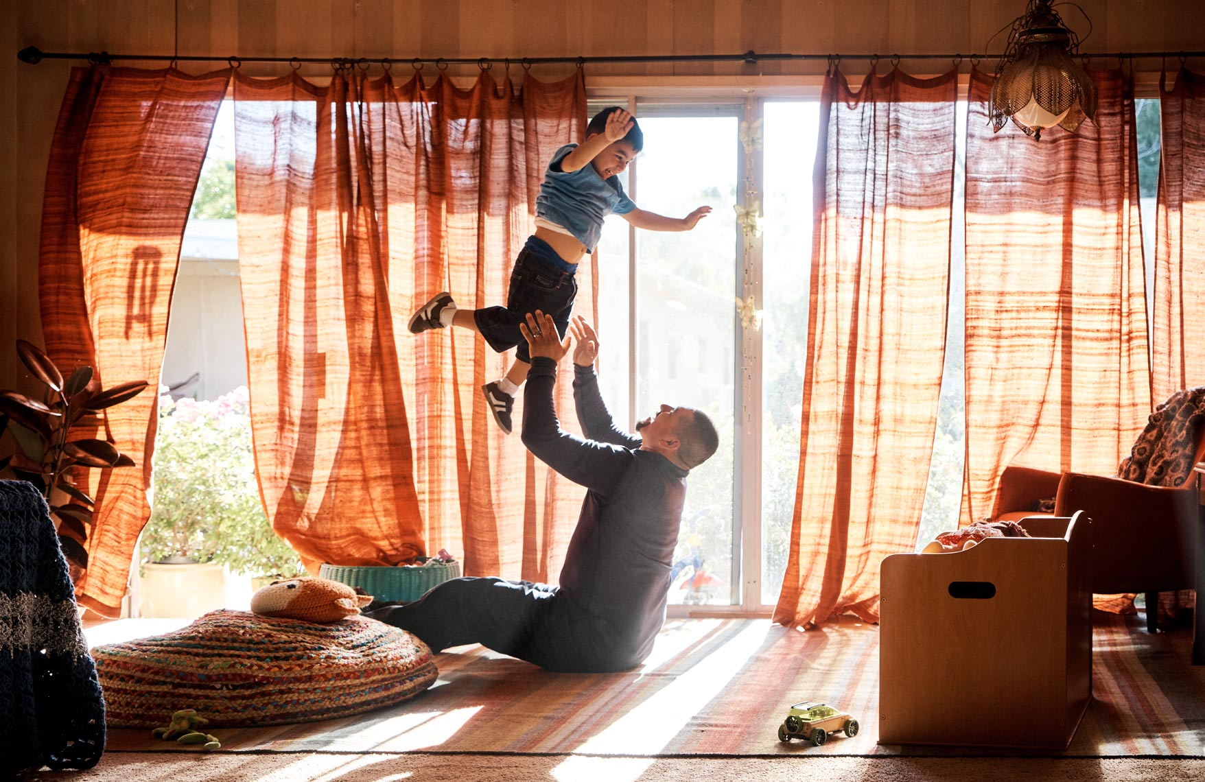 SF_04-wrong-right-father-toddler-flying_1254_z17.jpg