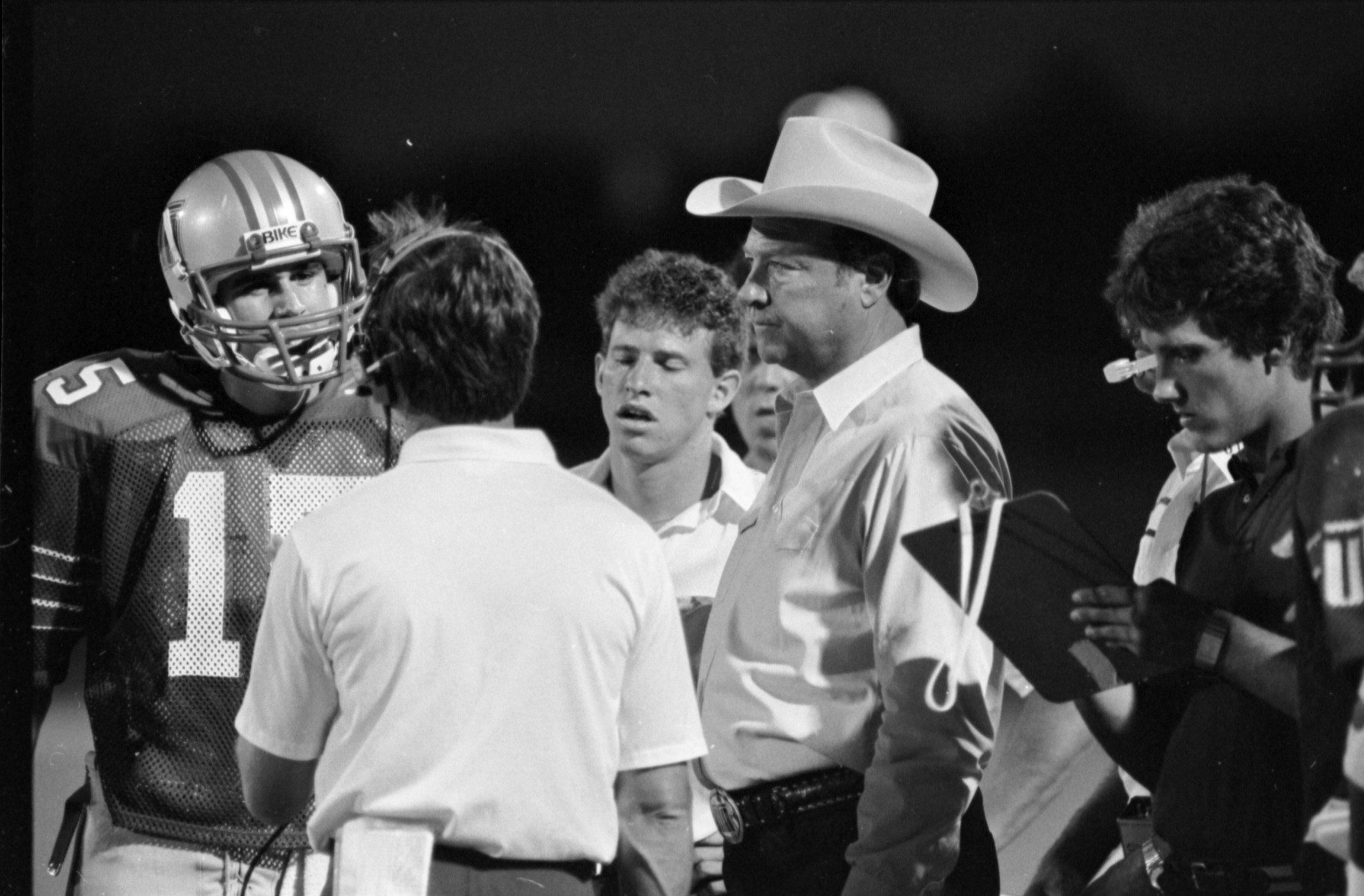 Chuck Curtis coaching the Mavs in 1984 ( UTA Libraries )