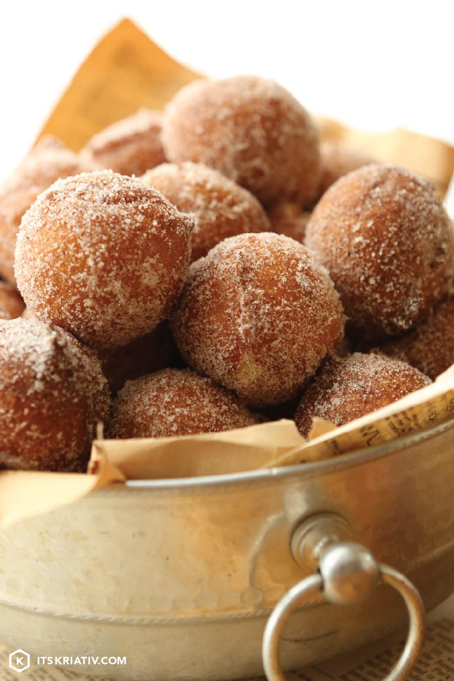 ItsKriativ_Food_Zeppole_Cinnamon_Sugar-07.jpg