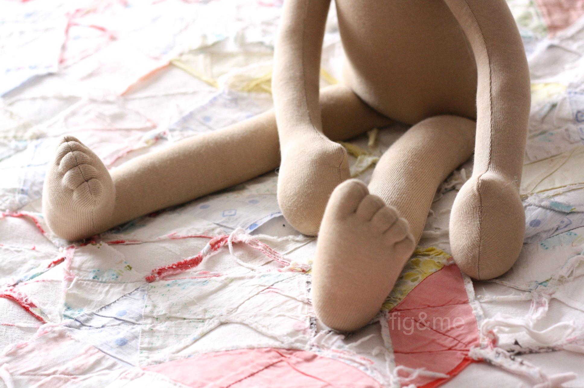 Louna-toes.jpg