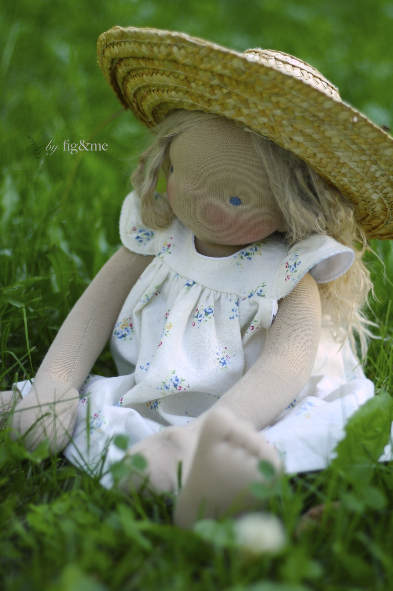Amelie wears linen and straw, by Fig and me.