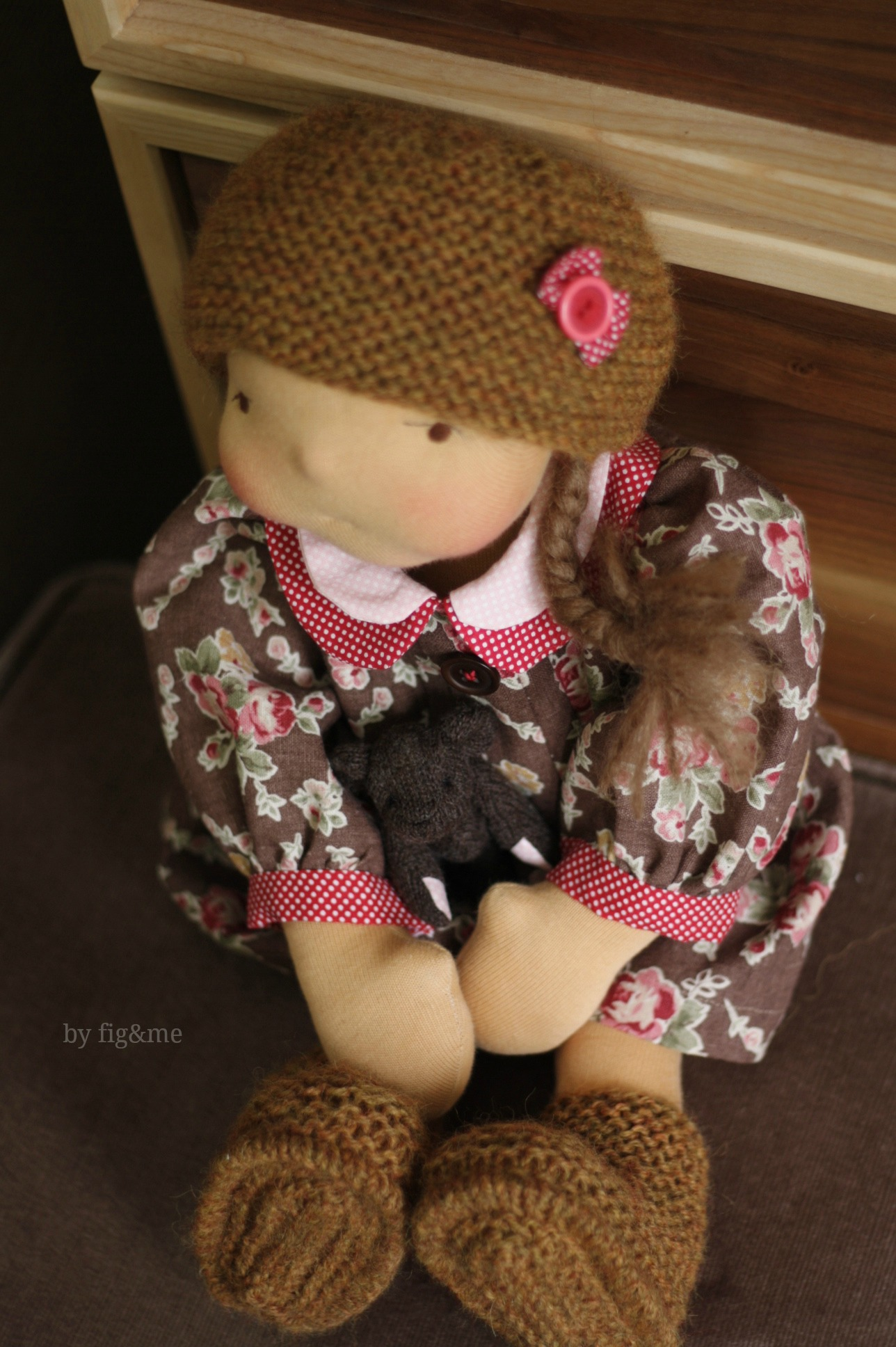 Celia and her new wool bear, by Fig&me.