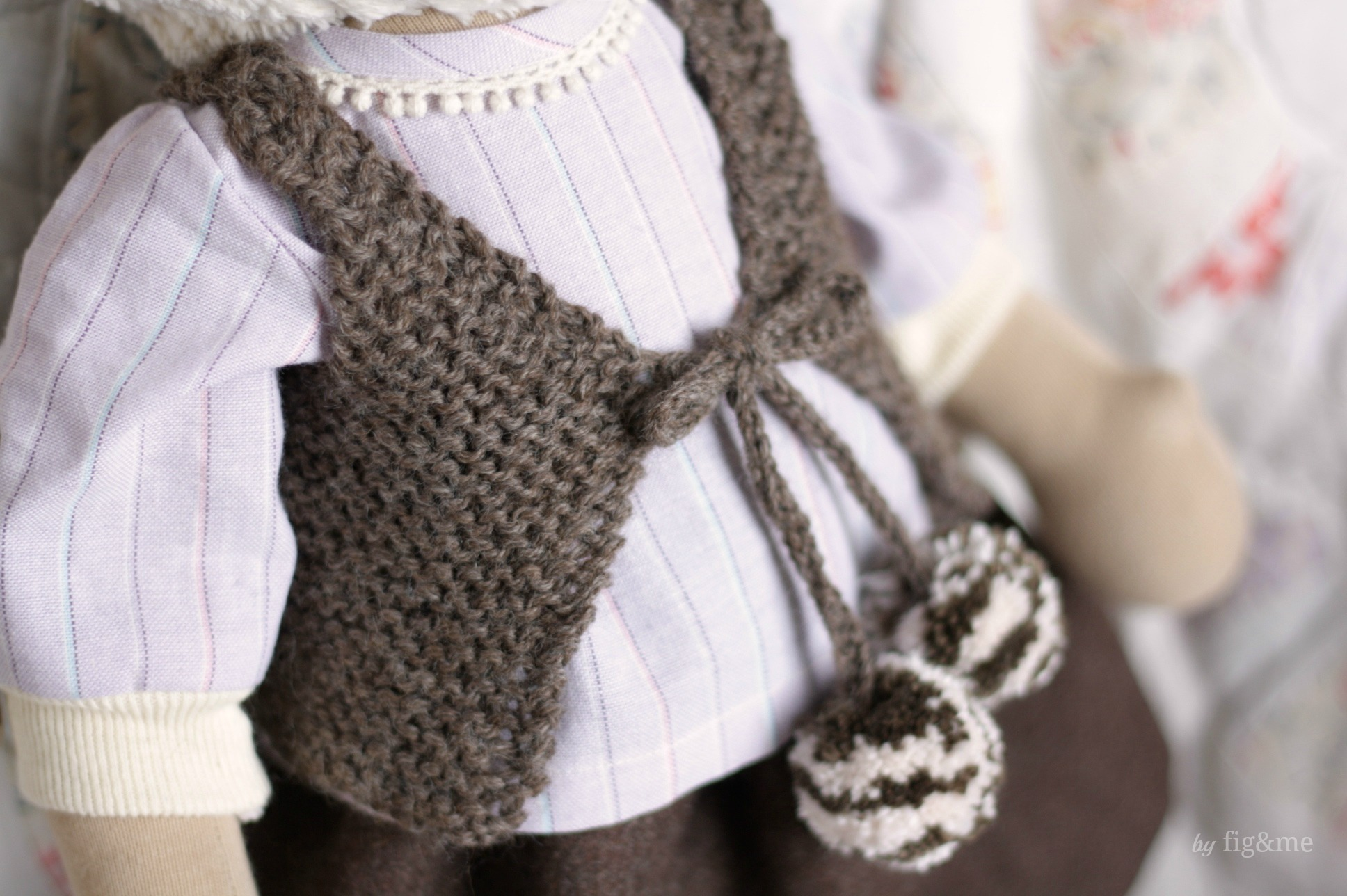 Hand knitted doll vest with silk pompoms, by Fig&me.