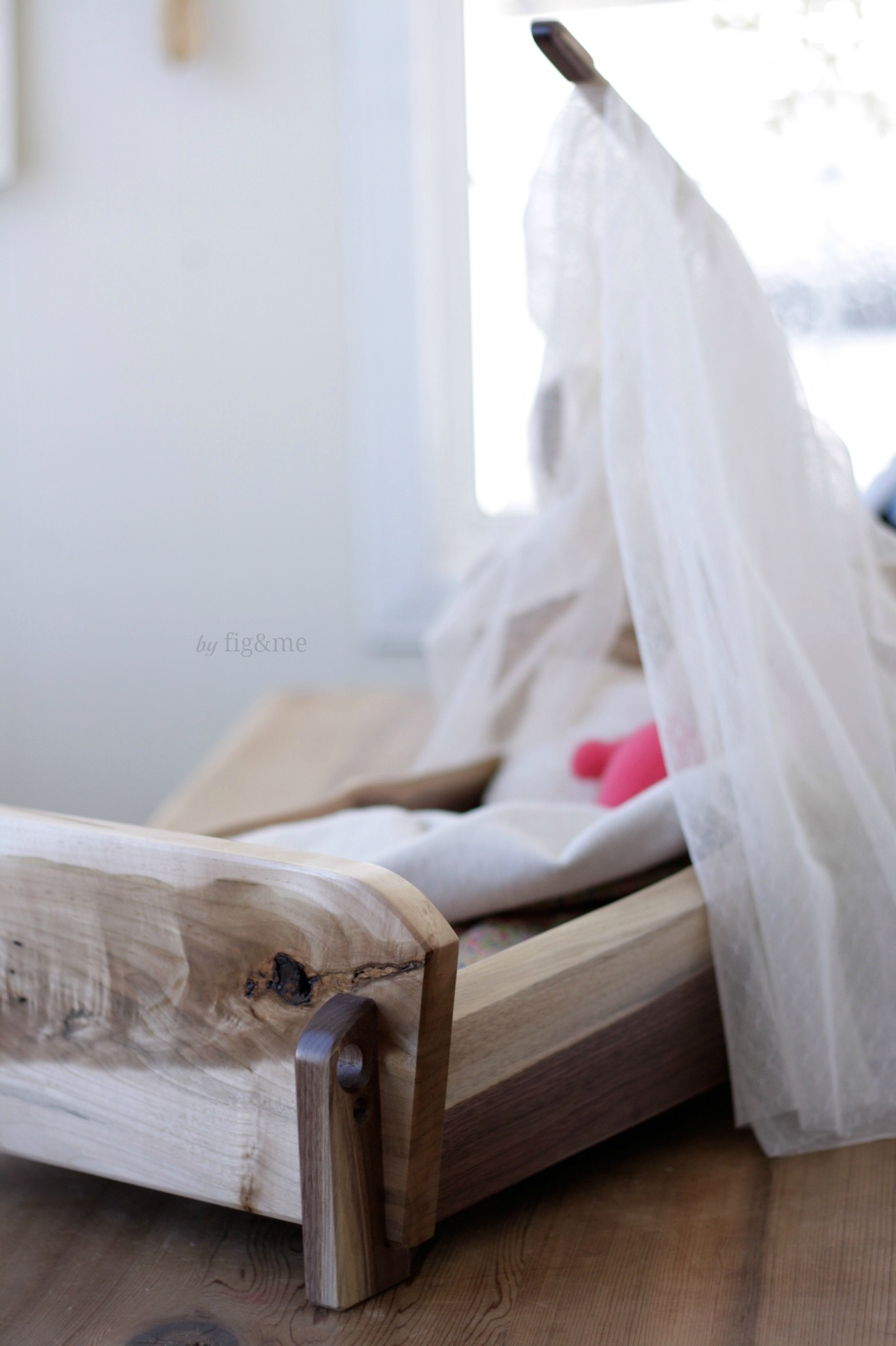 Wooden doll crib, by Fig&me.