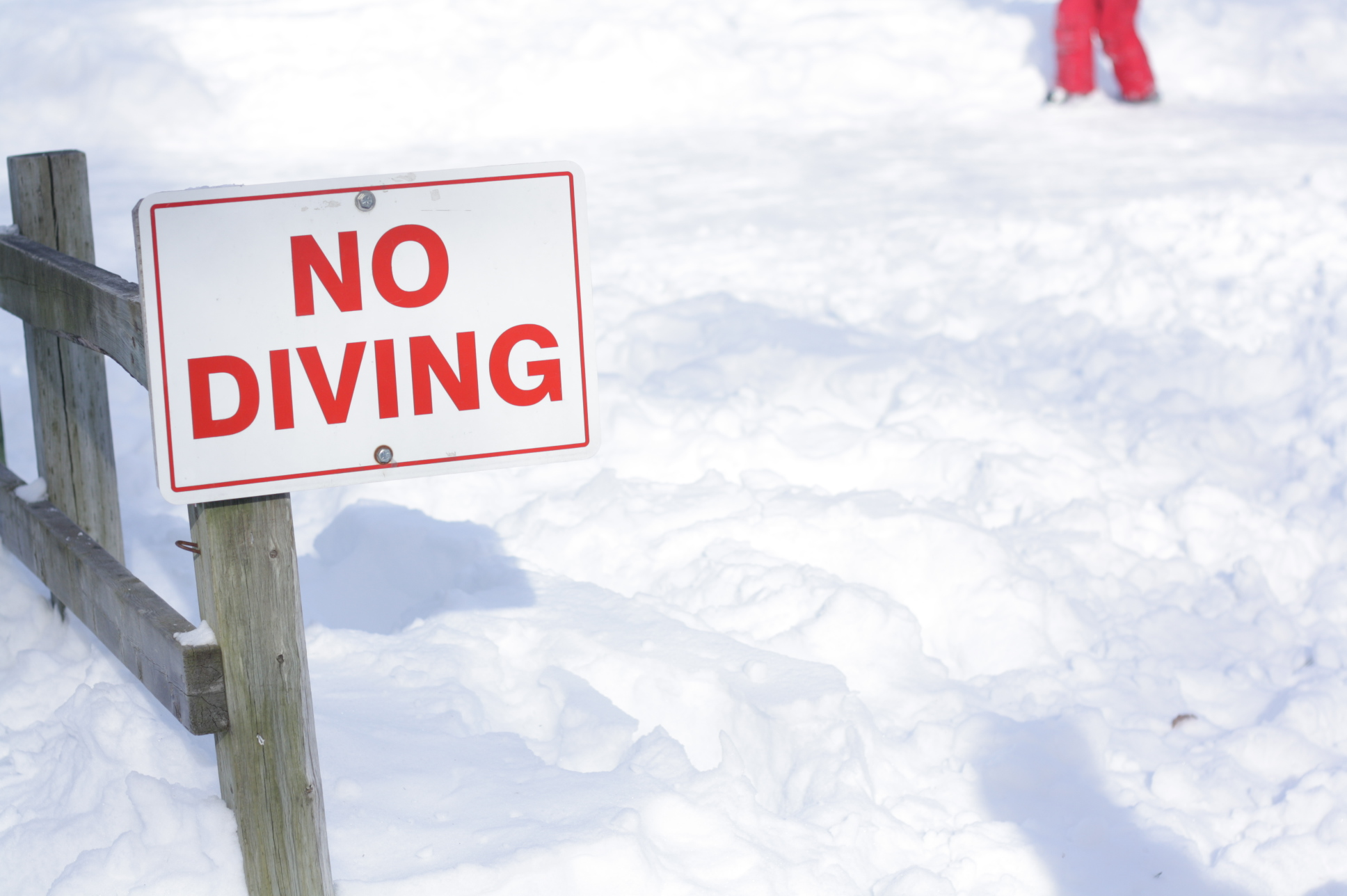 no-diving-sign.jpg