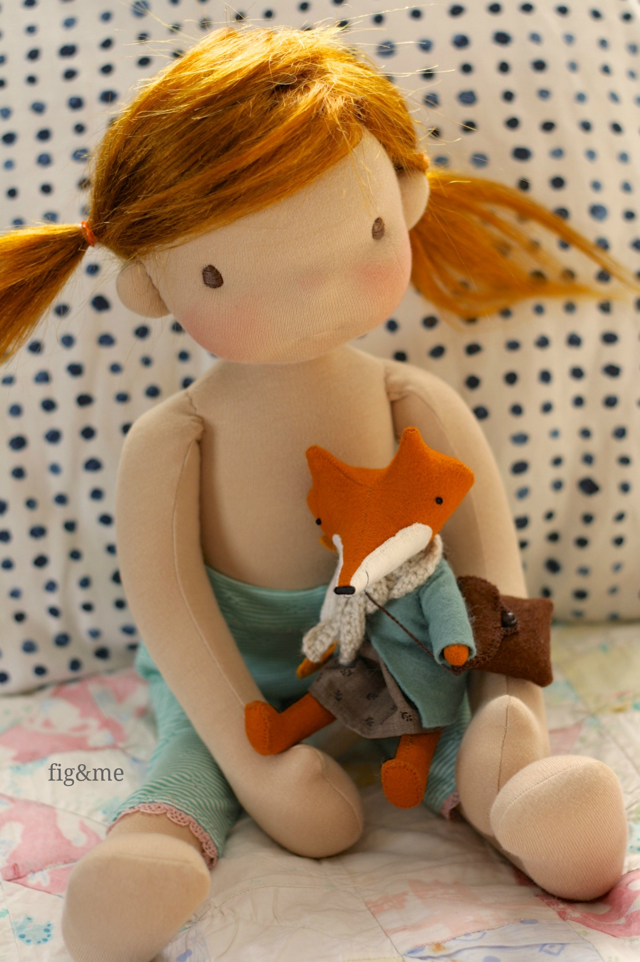 Little Pepper holding my Manomine fox, by Fig&me.