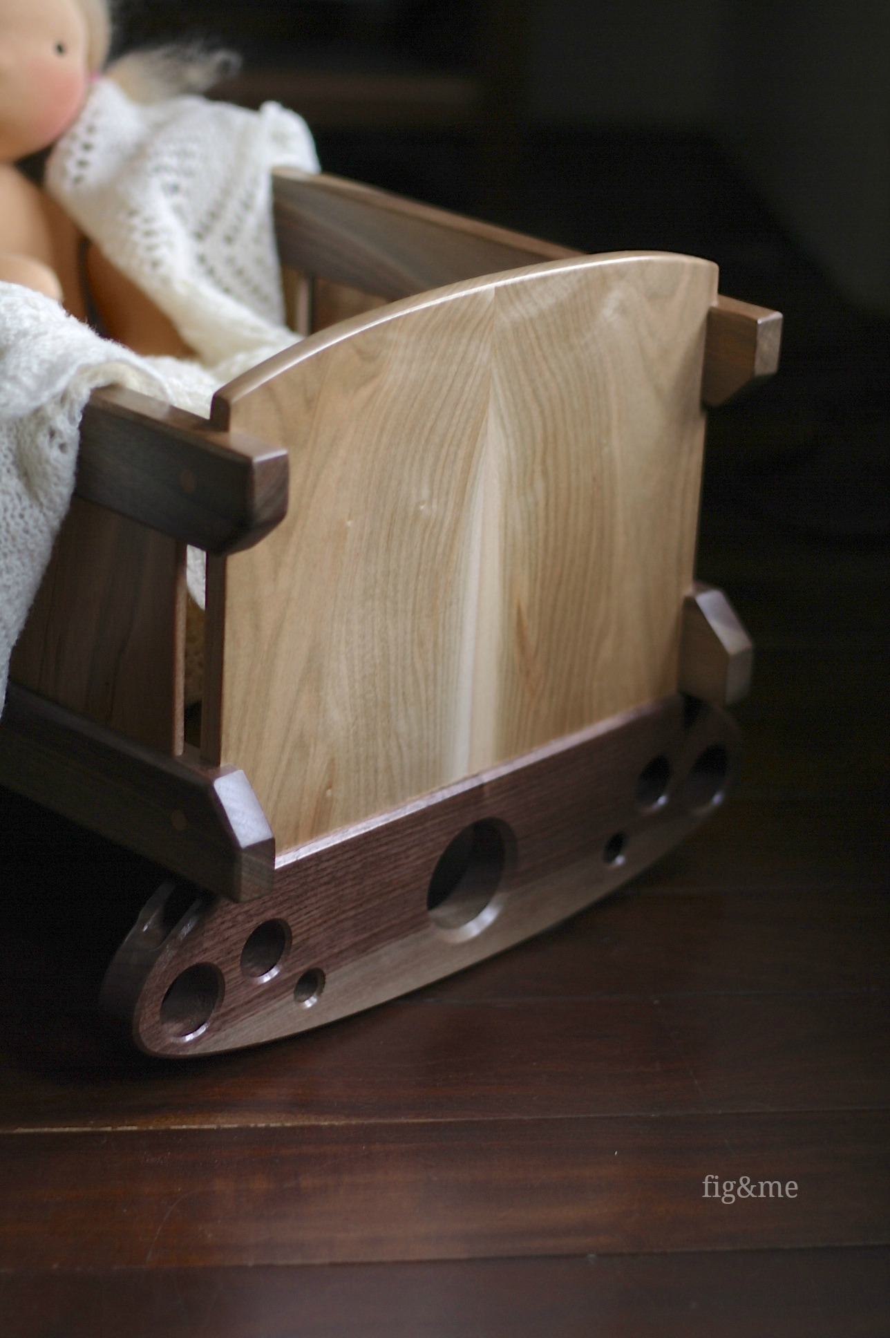 Walnut and bookend details, by Fig&me