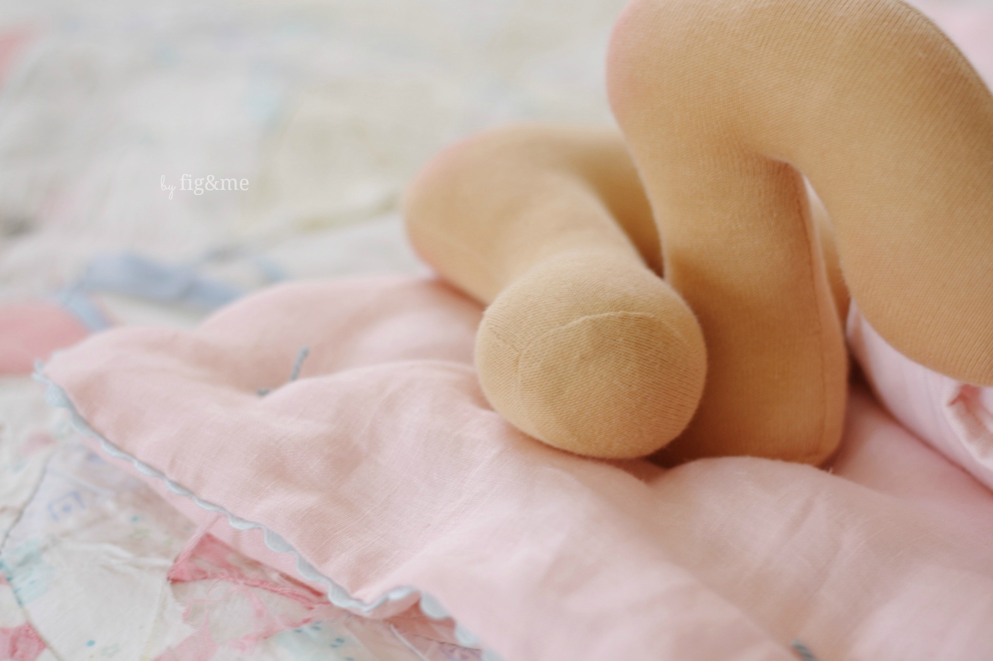 Little dolly feet, by Fig&me