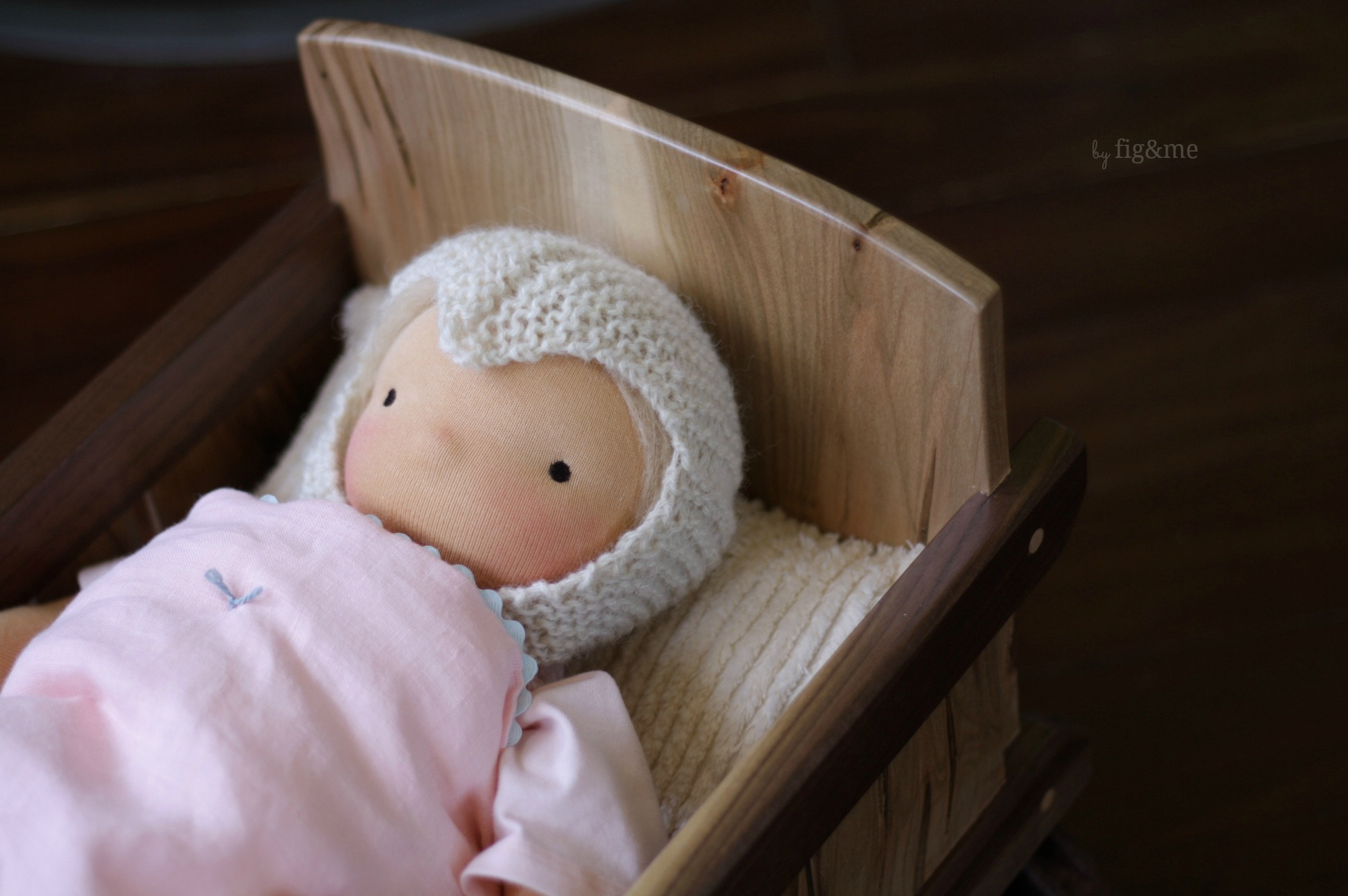 Baby Lou in her cradle, by Fig&me