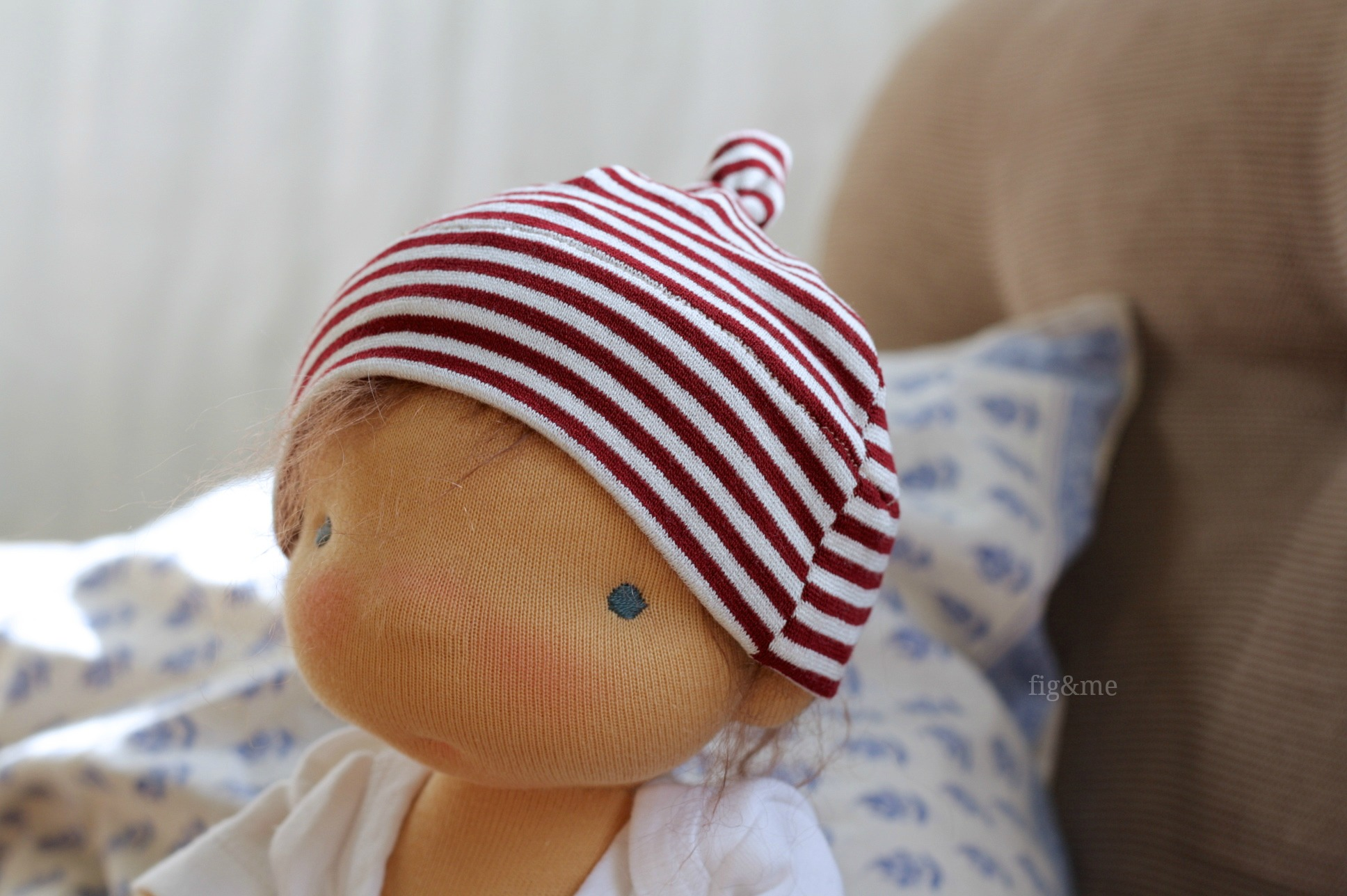 Baby jersey hat, with a top knot. By Fig&me