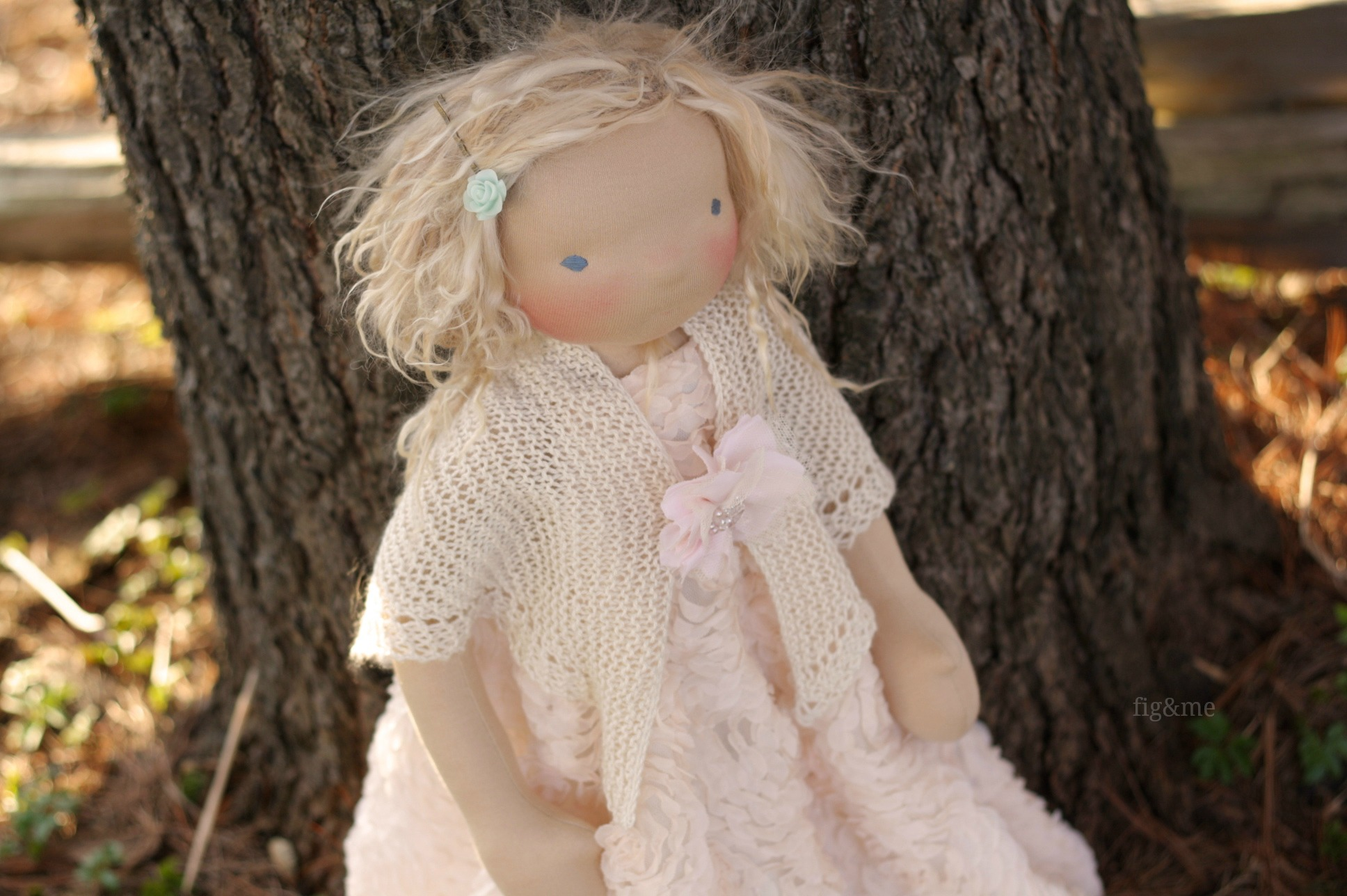 In her silky shawl, by Fig&me
