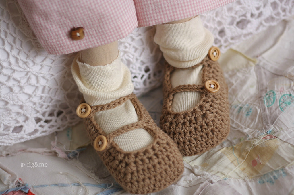 Handmade doll shoes, by Fig&me