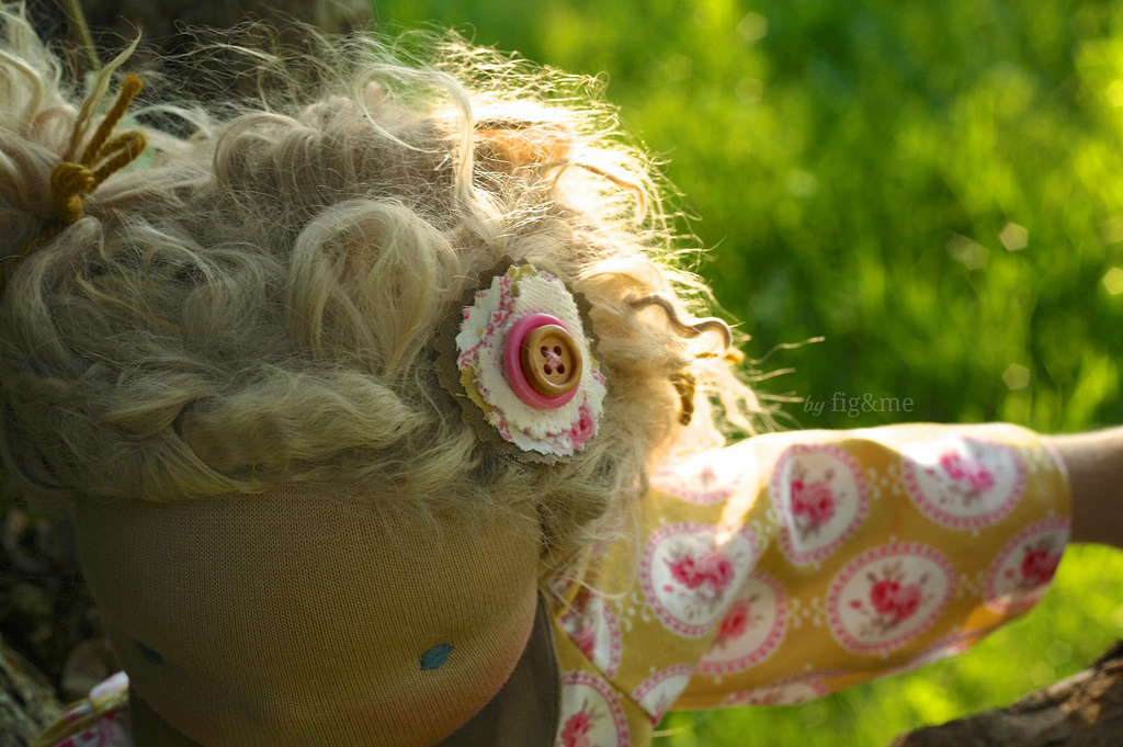 Matching accessories are the dolls' vanities, by Fig&me