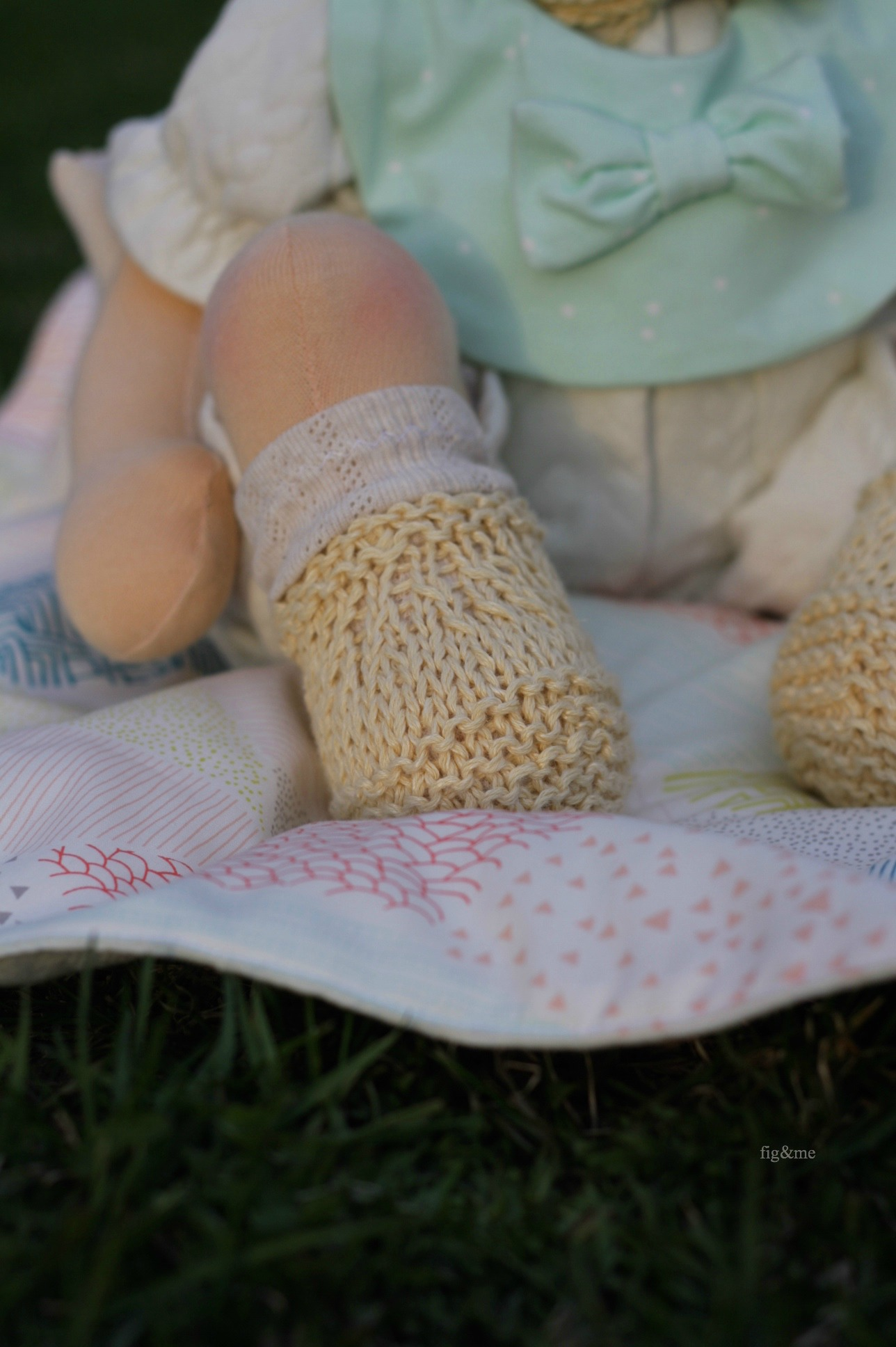 Robina's booties made with cotton, by fig and me.
