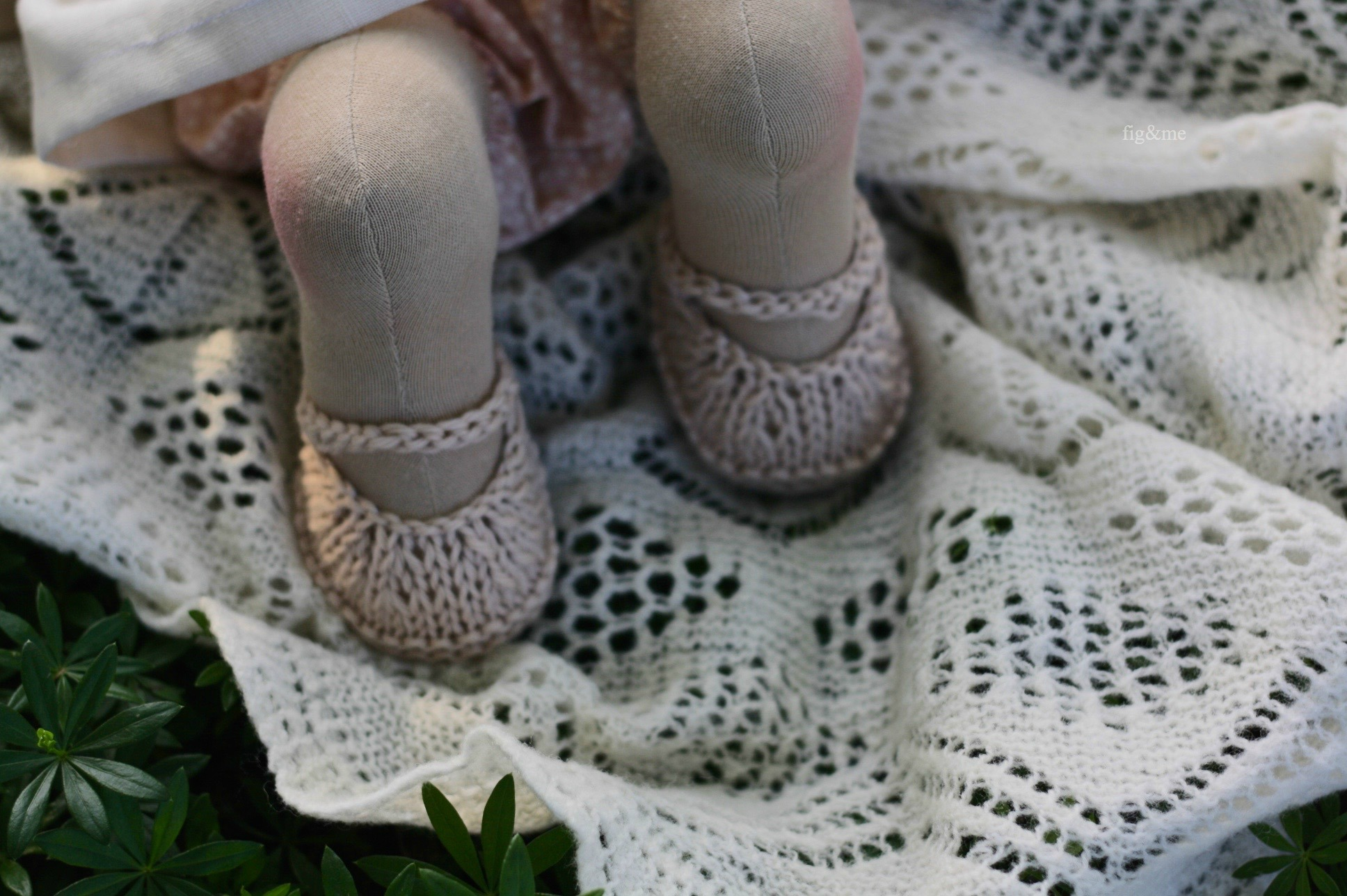 Elderflower's handknit maryjanes, natural doll by Fig&me