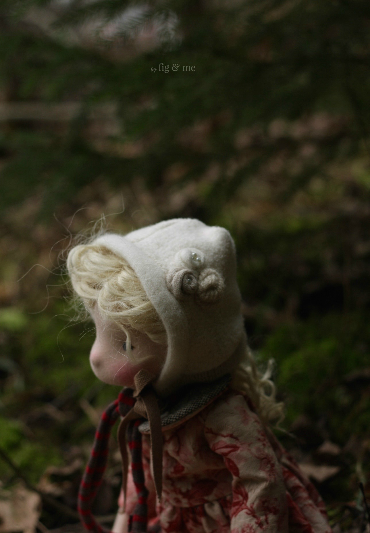 Lovely hand-sewn cashmere rosettes on your pretty bonnet Sigrún, by Fig and Me.