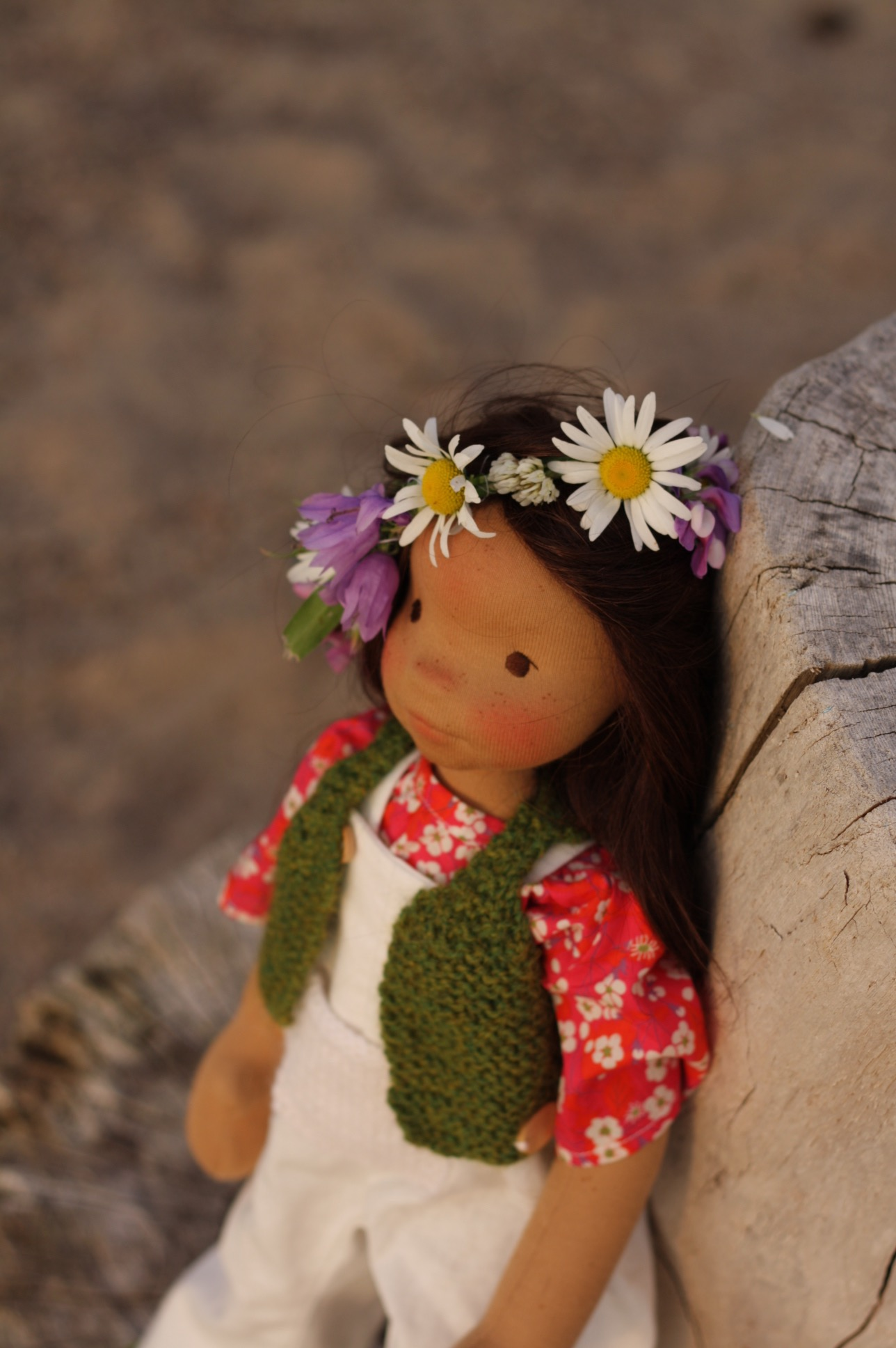 Cedar - Enjoys sunsets, lakes and wildflowers in her hair...