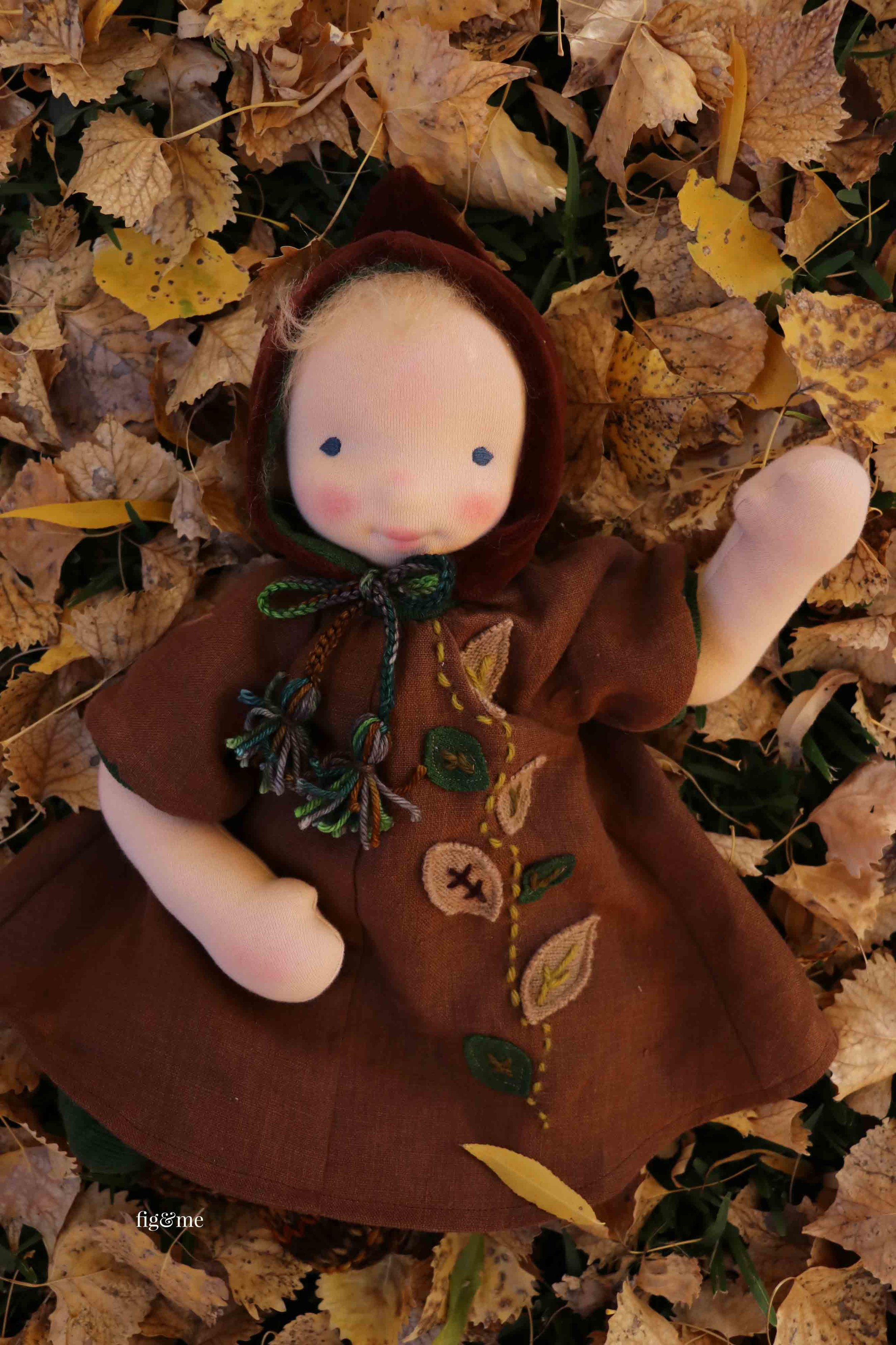Alefreda on a bed of leaves, by Fig and Me.
