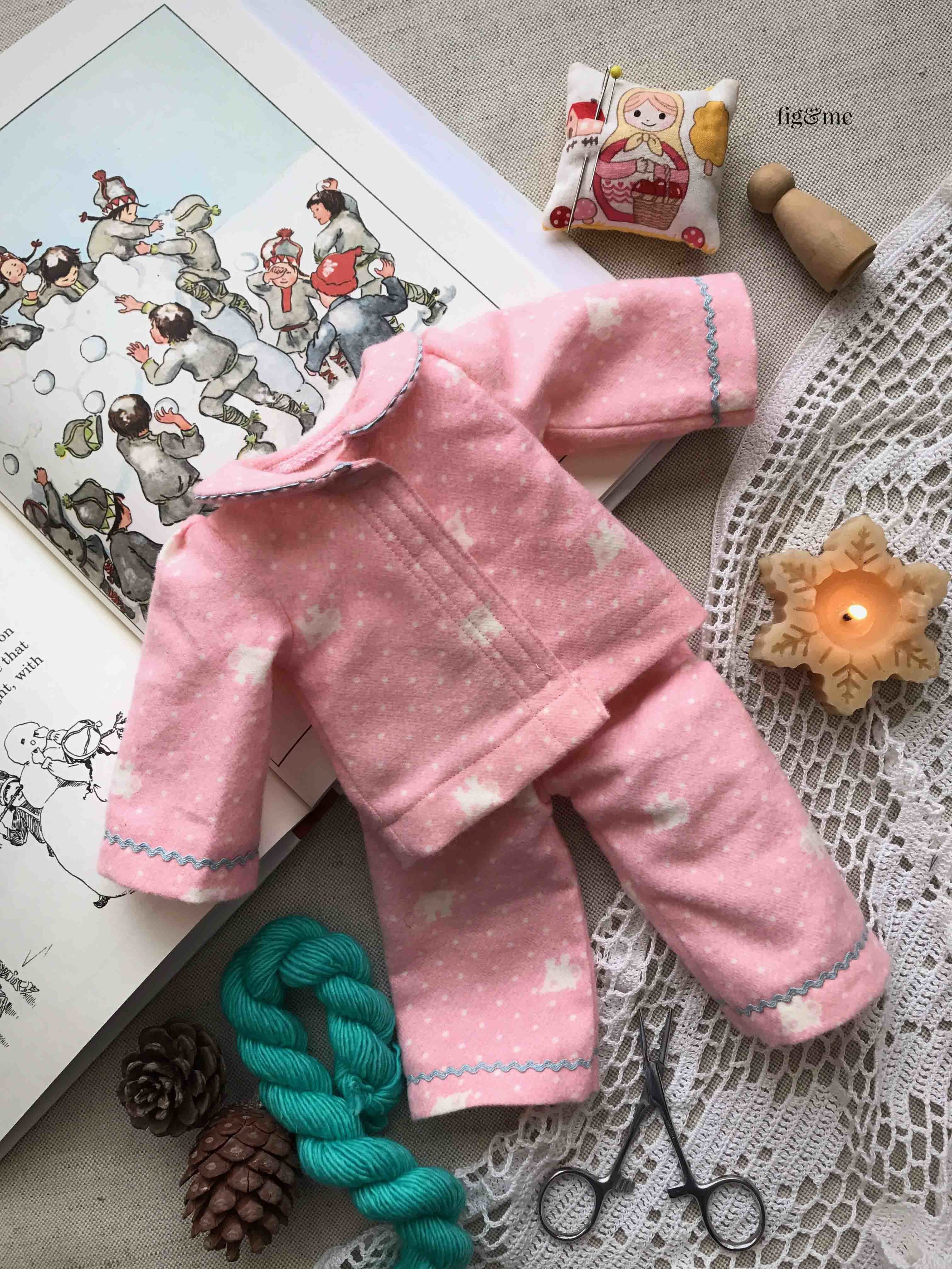 A lovely set of cotton flannel pyjamas for your waldorf or natural fiber art doll. Pattern available via Fig and Me. #dollclothing #sewingfordolls #dollmaking
