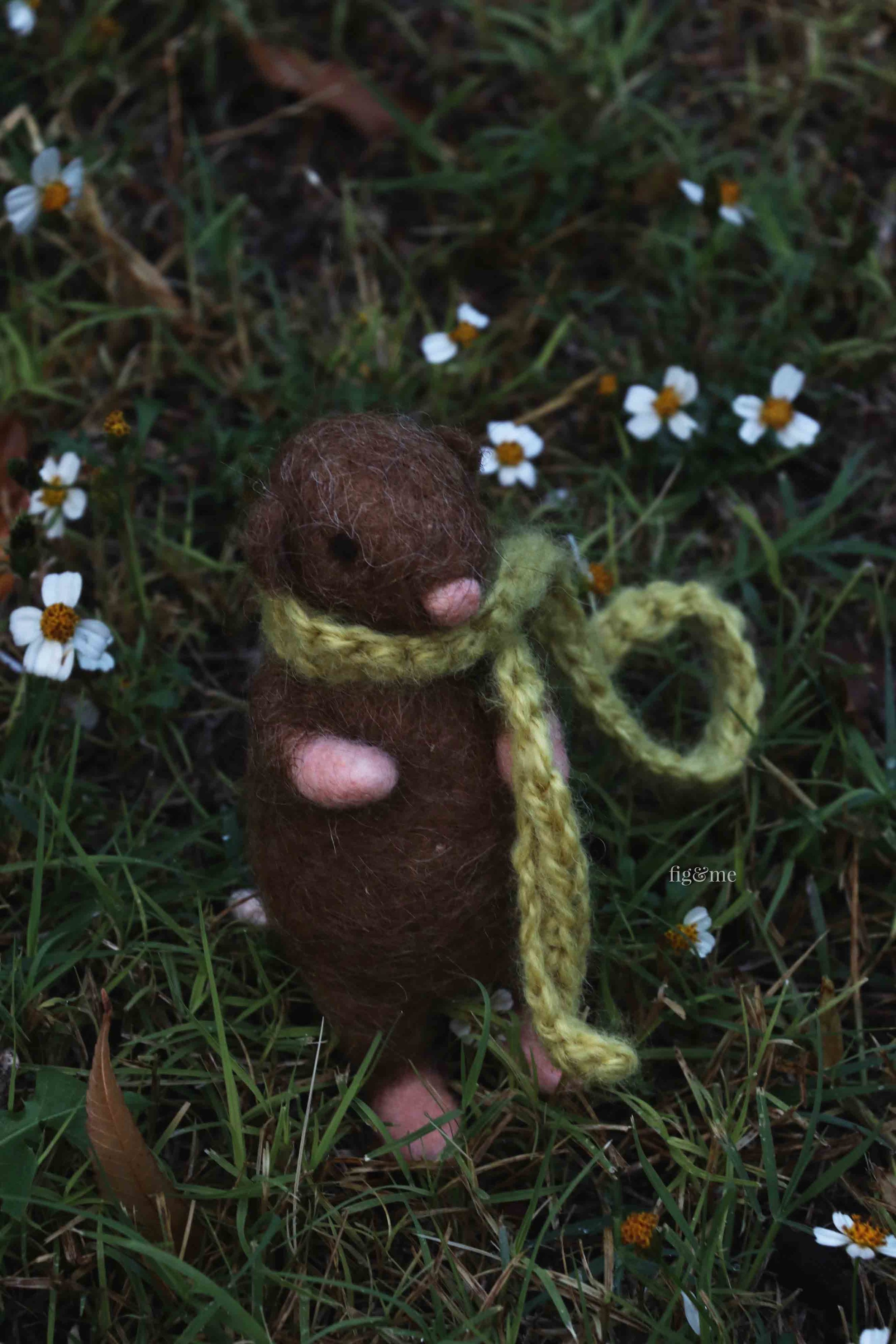 Little Twig, a needle-felted rat made of wool over a wire armature. By Fig and Me.