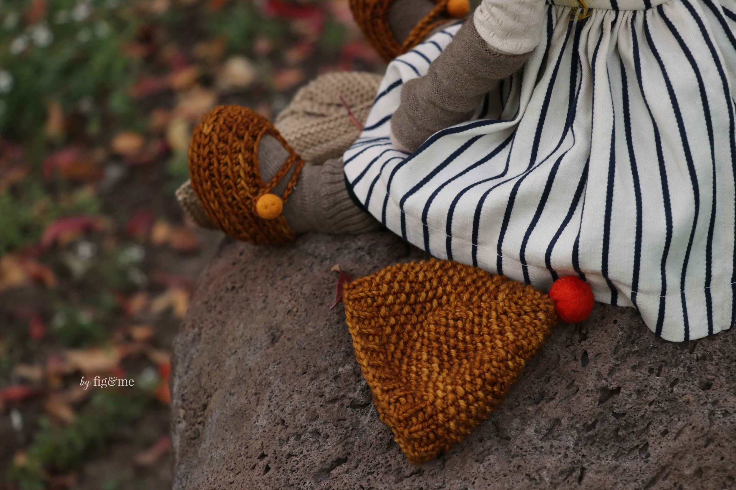 Kntting for dolls, especially Autumn-loving dolls. By Fig and Me.