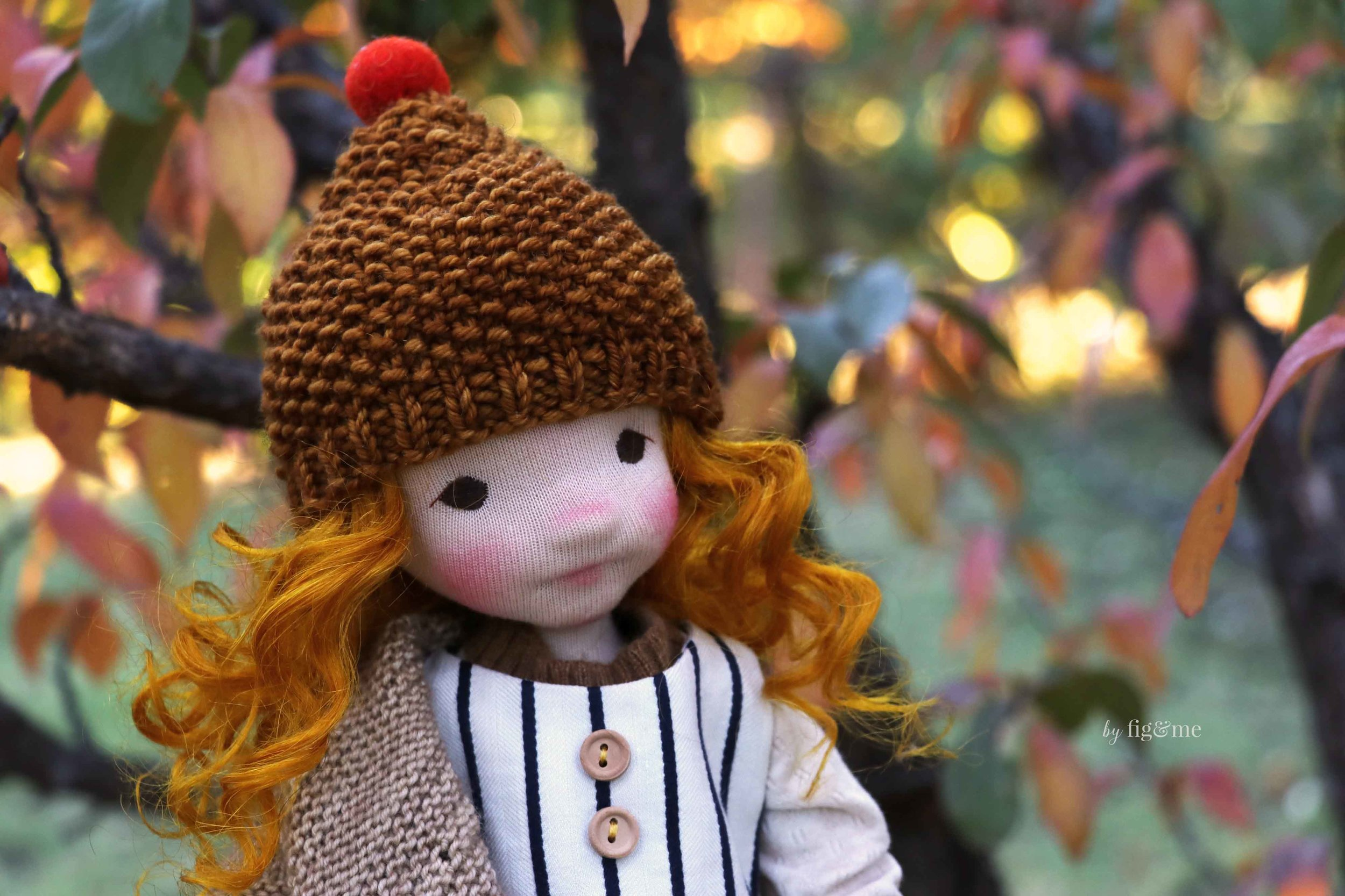 Rye, a natural fiber art doll wearing her seed stitch hat. By Fig and Me.