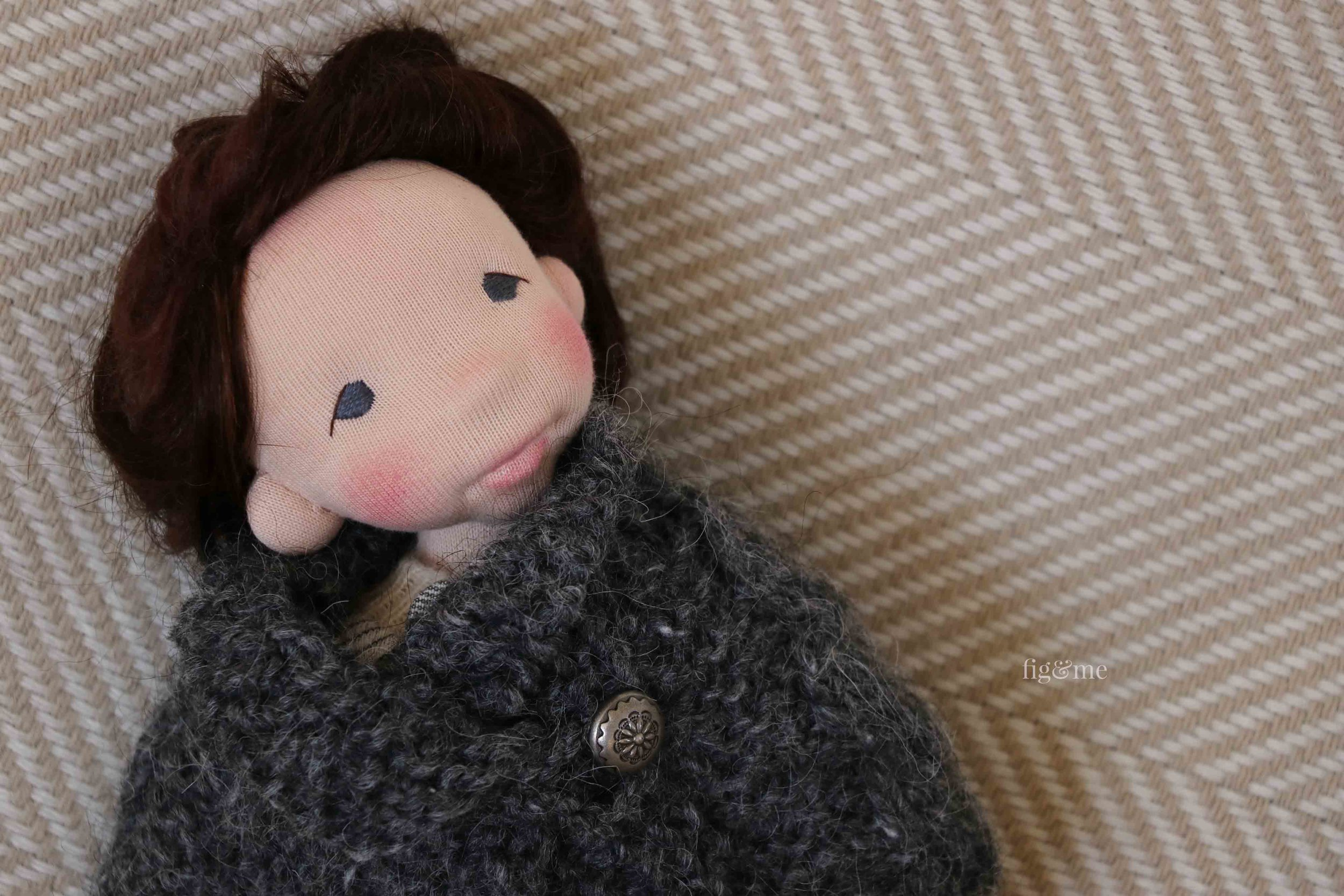 Snow: a doll sculpted in wool with a jointed head. By Fig and Me.
