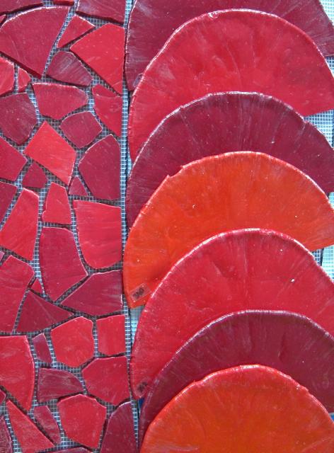 DiMosaico smalti - full pizzas next to the mosaic in progress