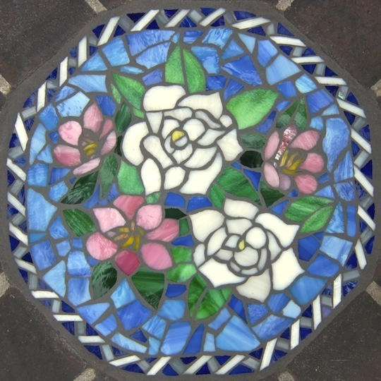 """13"""" Glass garden inset depicting white roses and camellias"""