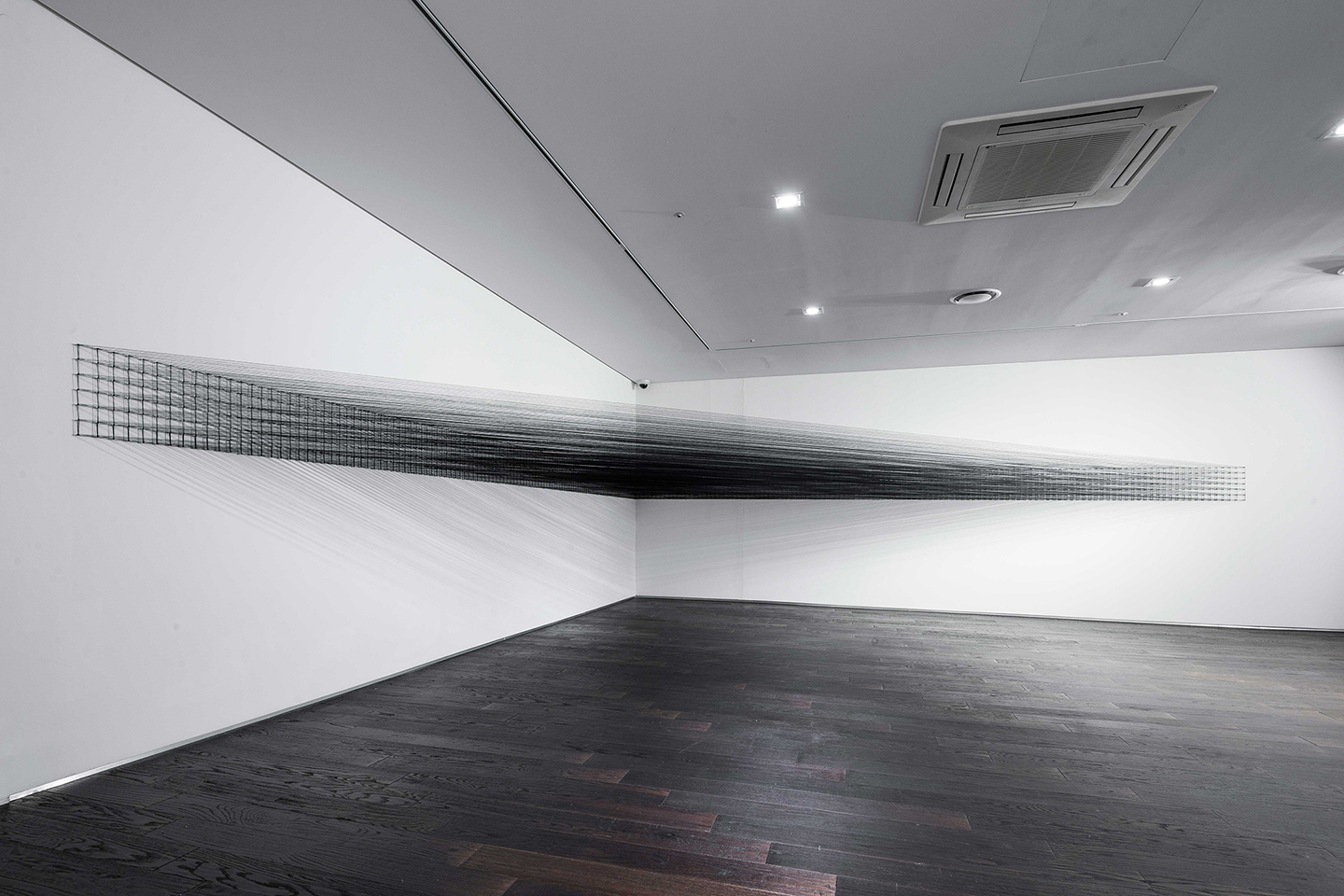 11.EunHyeKang_Full-or-Empty-No.07-_Cotton-yarn_Site-specific-installation_2017.jpg