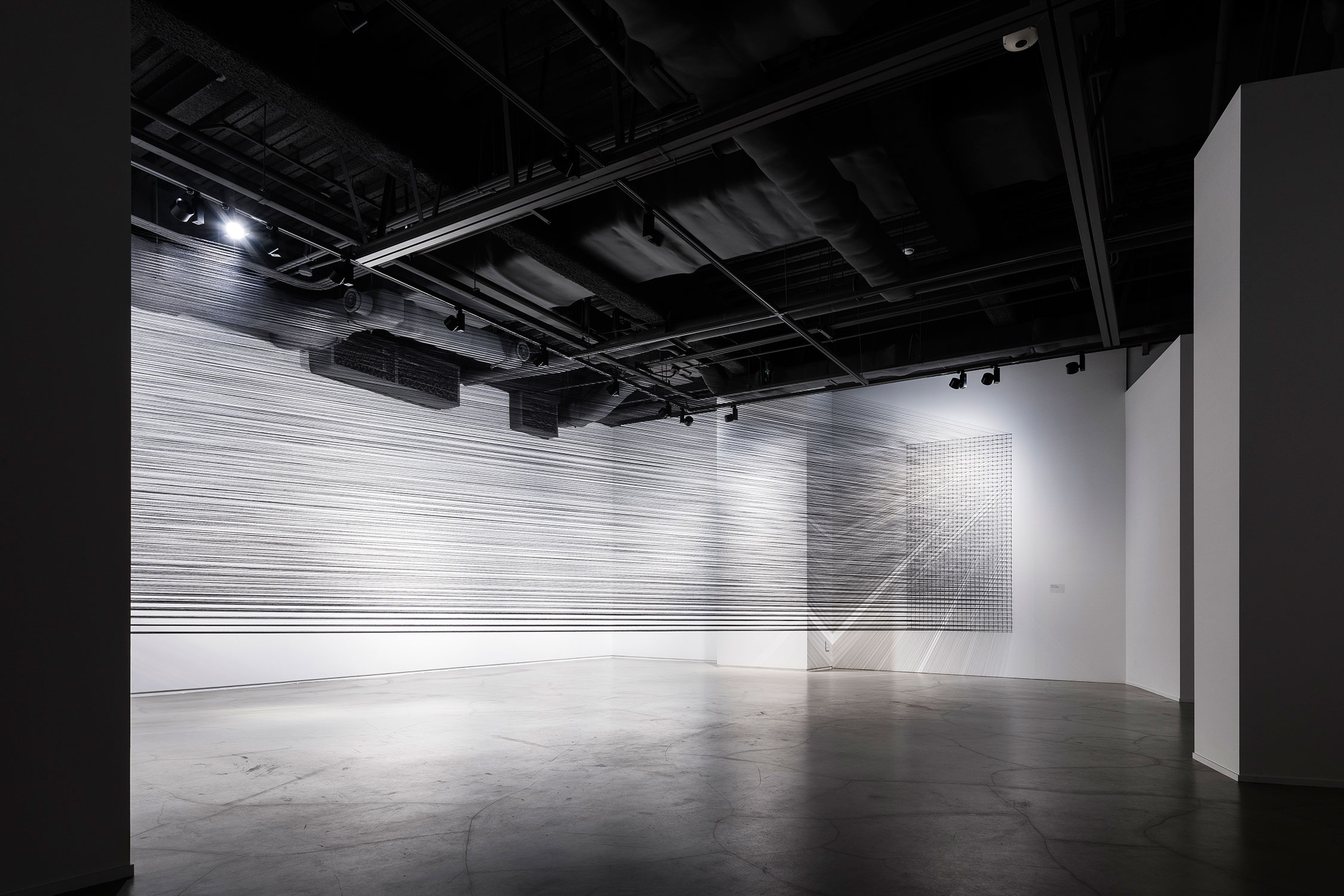 10.EunHyeKang_Flexible Tension_Cotton yarn_Site-specific installation_2018.jpg