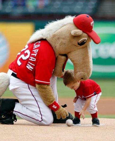 There's no way that horse has the guts to eat that boy. If it did, well then, maybe the Rangers' mascot would be ranked a little higher. (sportsbrat.com)