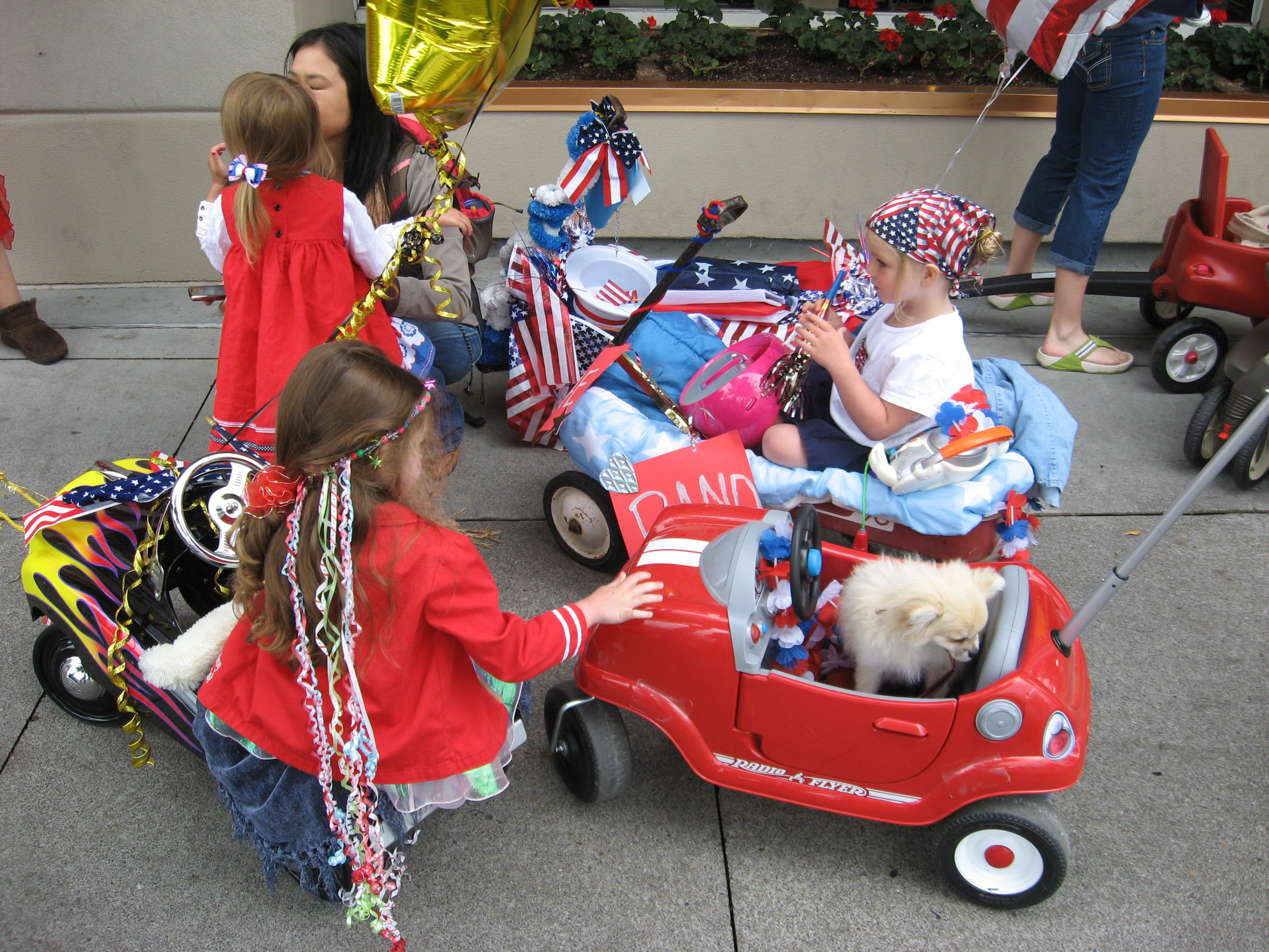 ecided to check out Main Street Coeur d'Alene while staying at the lakeside resort and lucked out as it was parade day.  Kids were having fun riding their bikes, push cars, walking dogs up Main Street.  It was very fun and colourful. We could never have planned this!