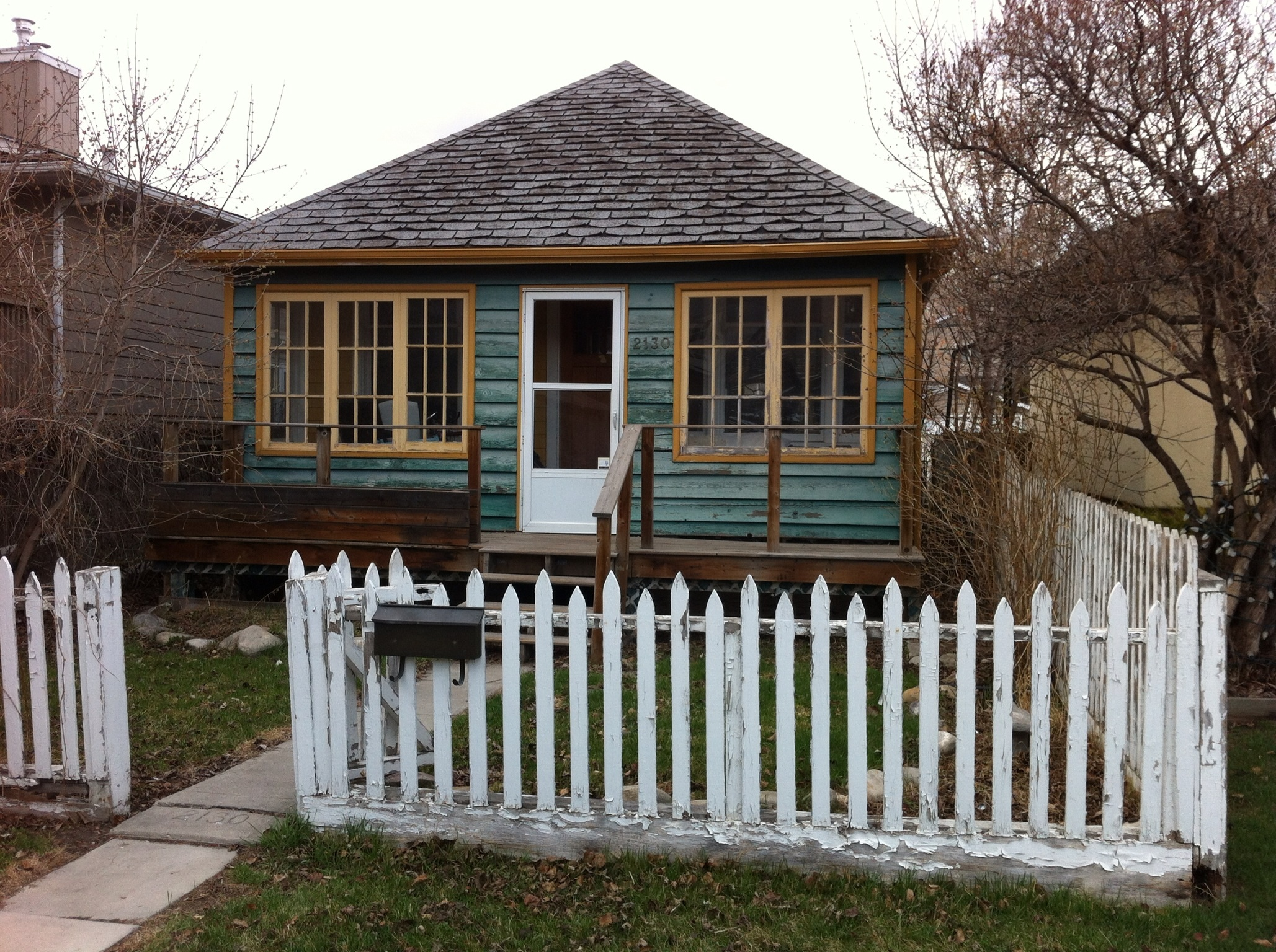 A typical urban cottage on the pariries. White picket fence, porch and large windows make it very welcoming.