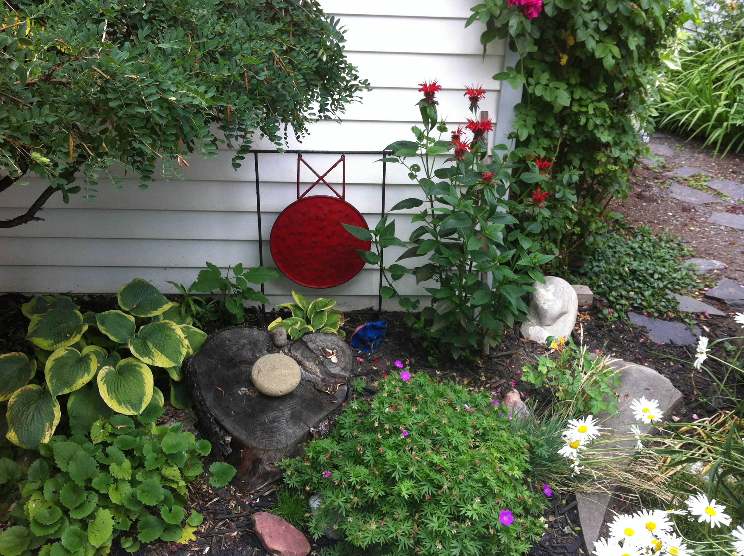 The gong acquired at Bazar Barbara's in our garden.