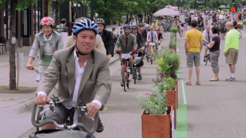 While the pop-up bike lane was fun, it is not a real test of how this would work with road traffic as this was more of a festival activity than a true bike lane. But fun, funky and quirky none-the-less and worth the experiment. (Photo Credit: Tree Hugger).
