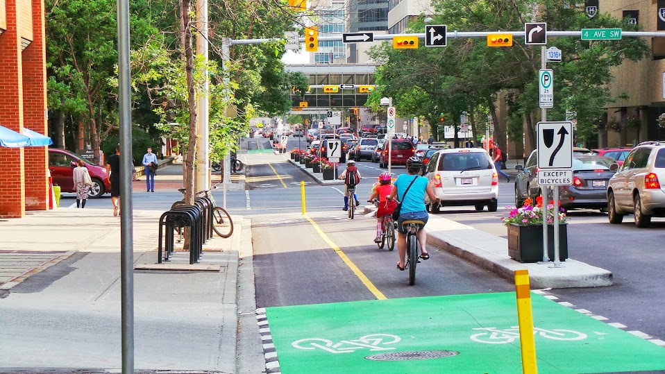 This is what a cycle track looks like. This is the new 7th Street SW cycle track in downtown Calgary that has become very popular for both commuters and recreational cyclers. (Photo credit: City of Calgary).