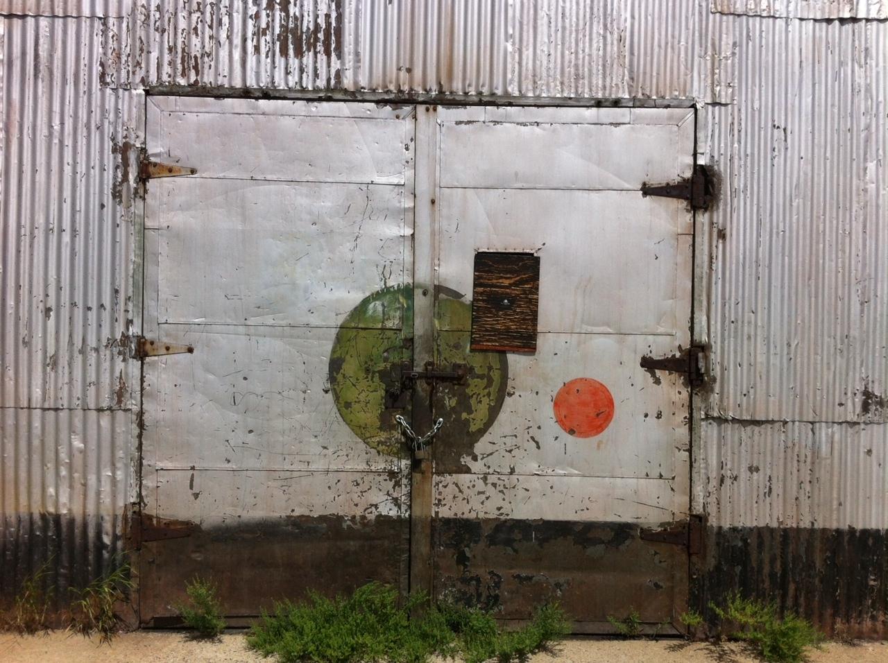 door red green