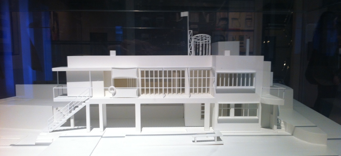 Model of contemporary architectural designed by Gray.
